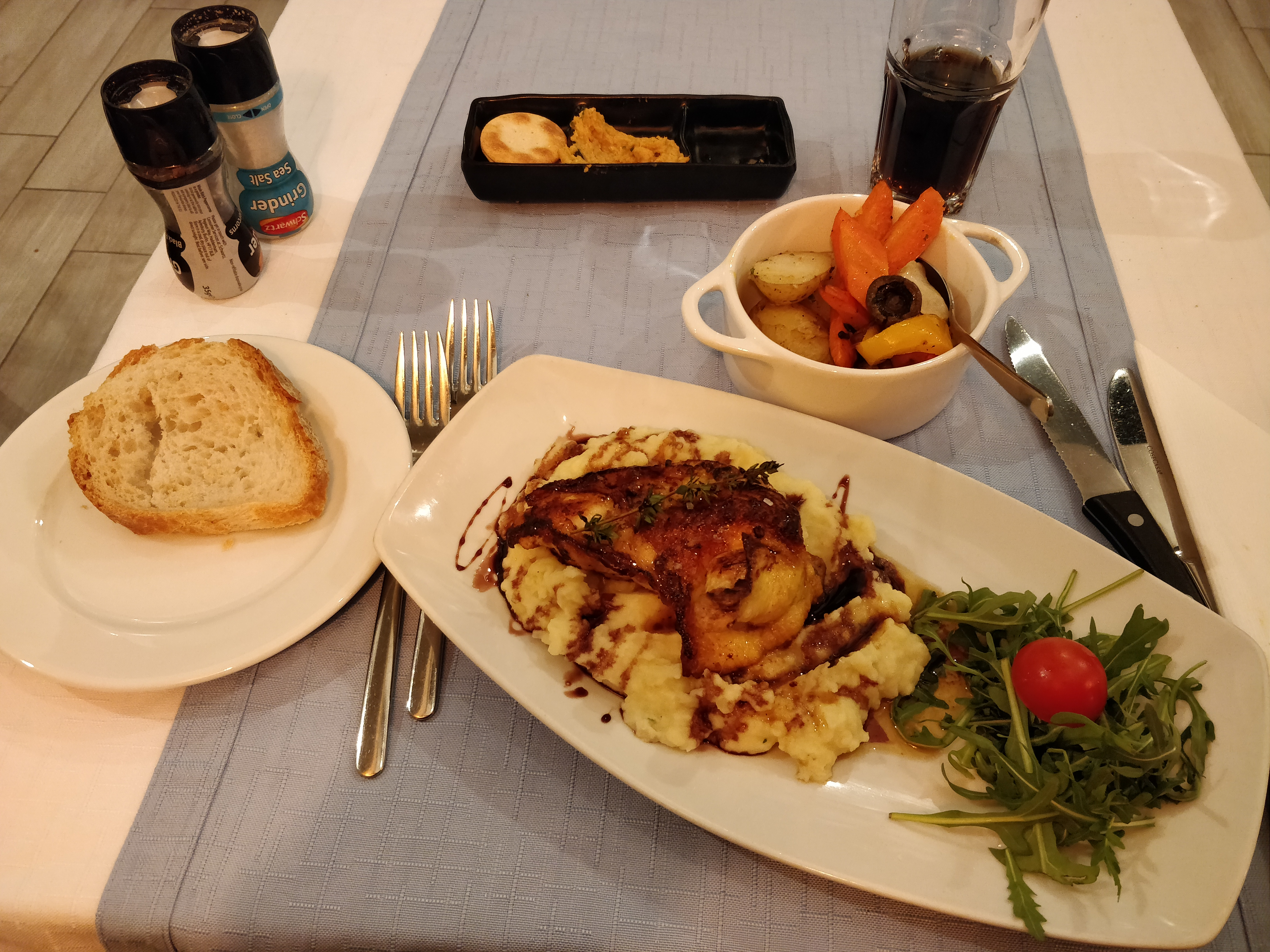 https://foodloader.net/nico_2019-01-04_chicken-kartoffelpueree-gemuese.jpg