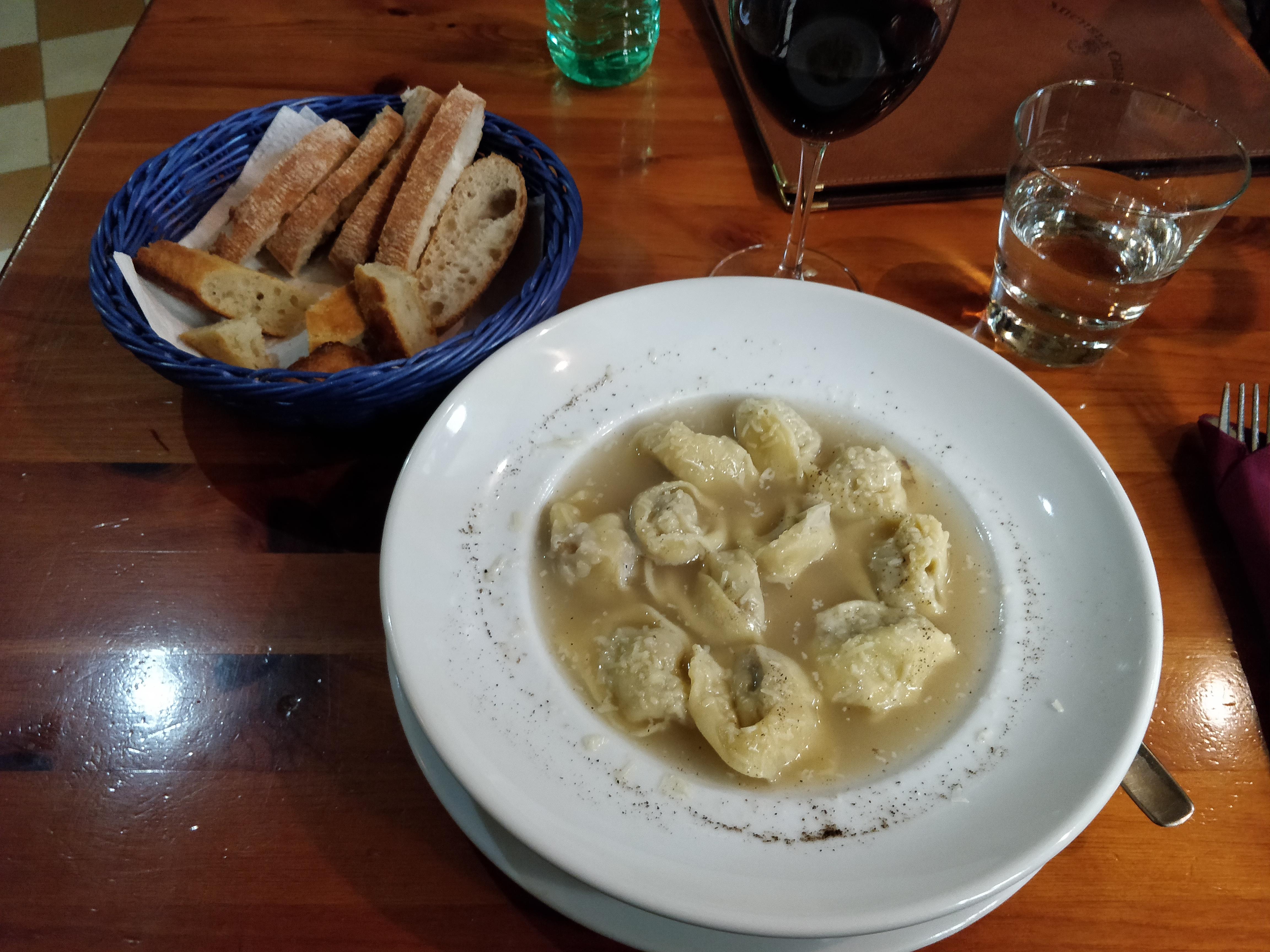 https://foodloader.net/nico_2019-01-05_tortellini-in-brodo.jpg