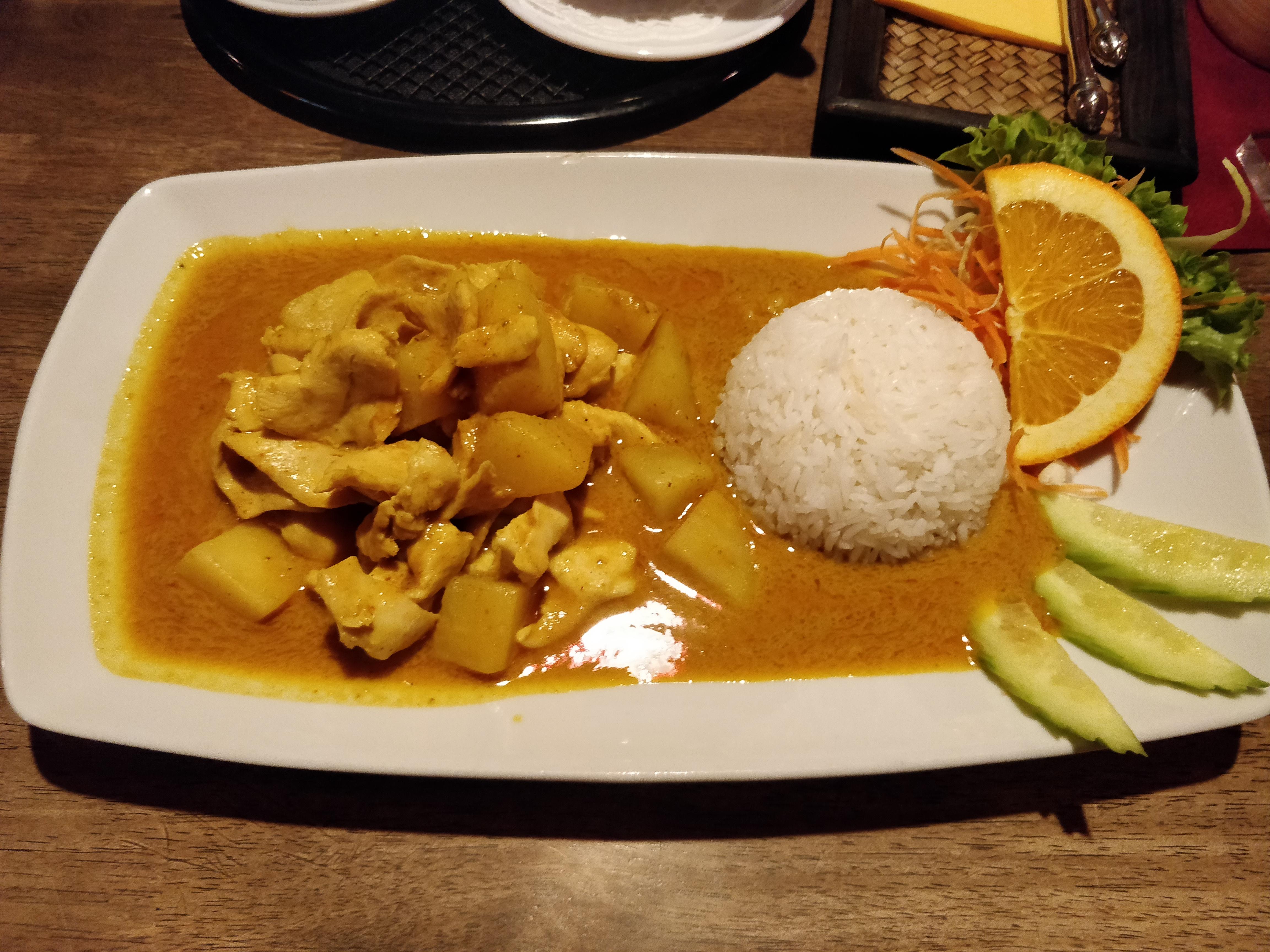 https://foodloader.net/nico_2019-01-22_chicken-curry-mit-reis.jpg
