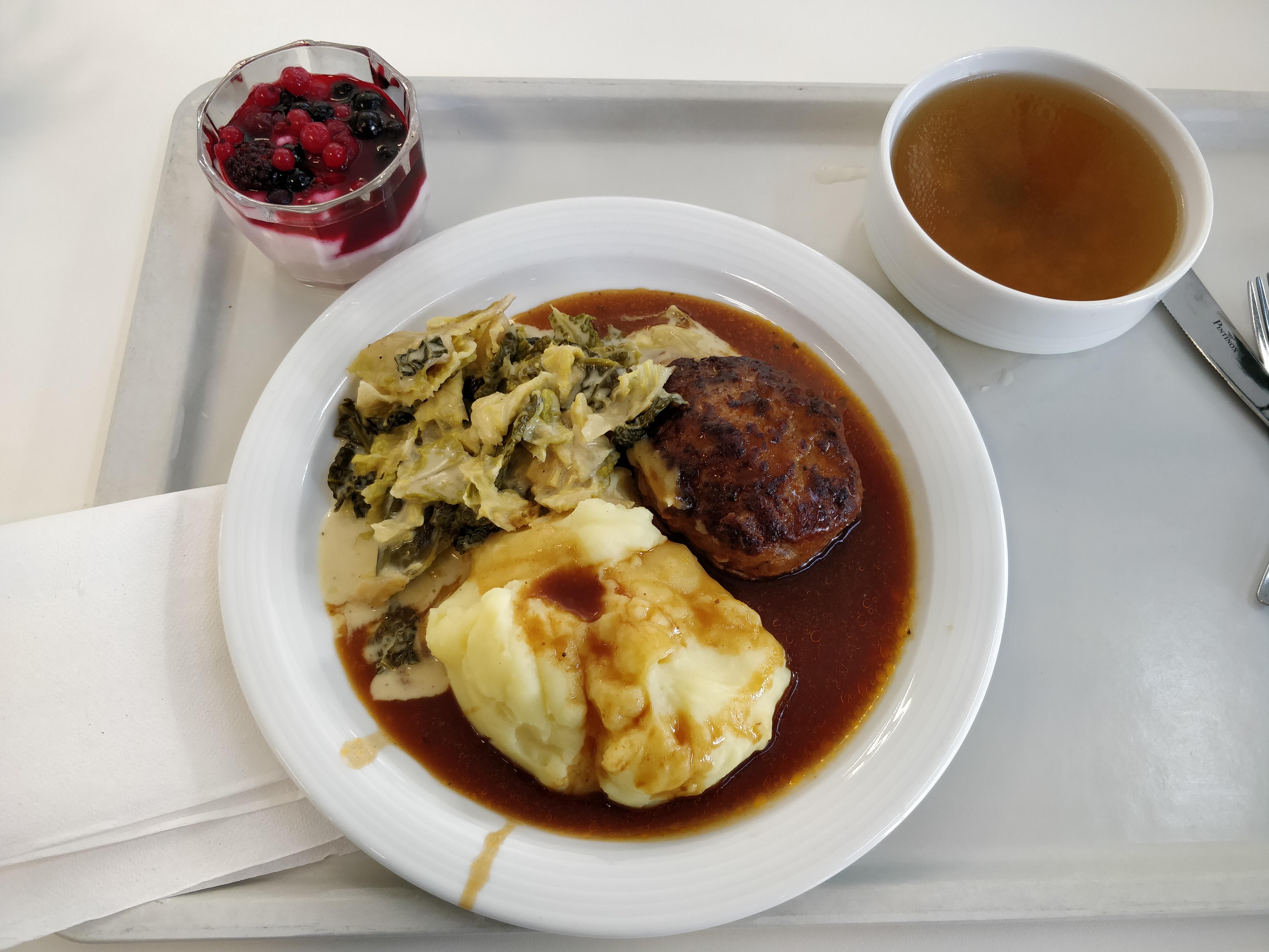 https://foodloader.net/nico_2019-02-04_fleischkuechle-kartoffelpueree-suppe-nachtisch.jpg