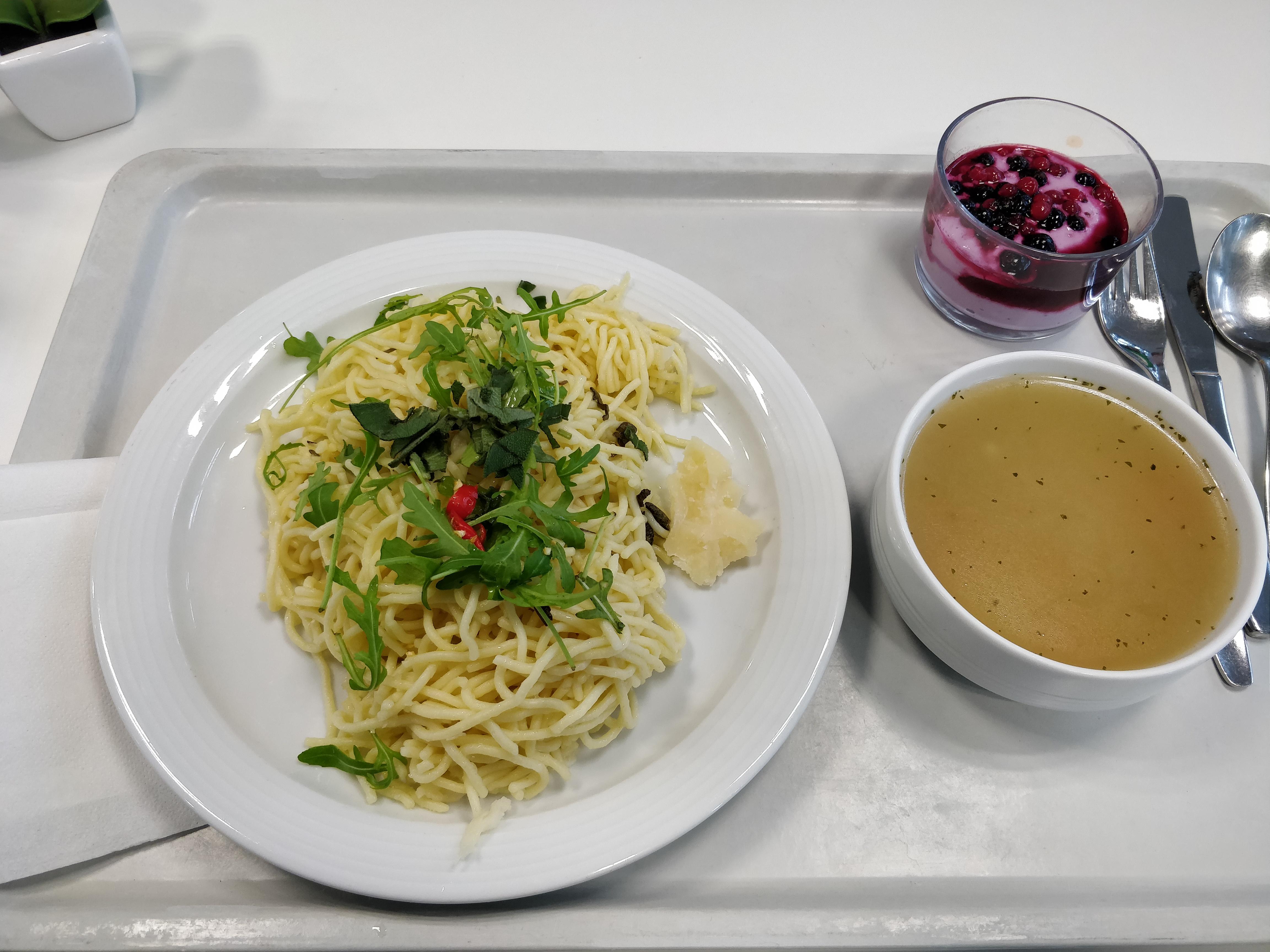 https://foodloader.net/nico_2019-02-11_spaghetti-parmesan-suppe-nachtisch.jpg