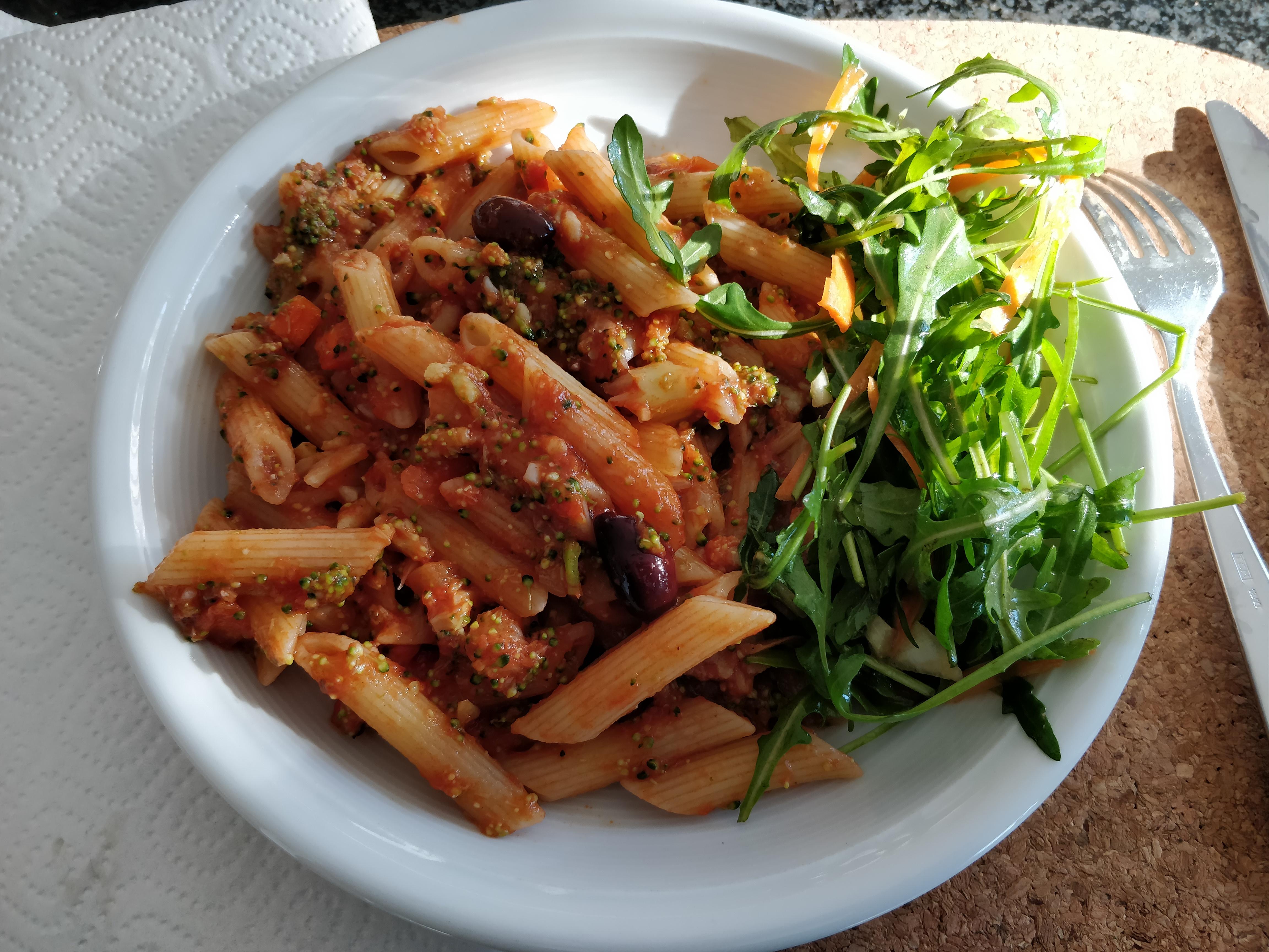 https://foodloader.net/nico_2019-02-16_penne-brokkoli-tomatensauce.jpg