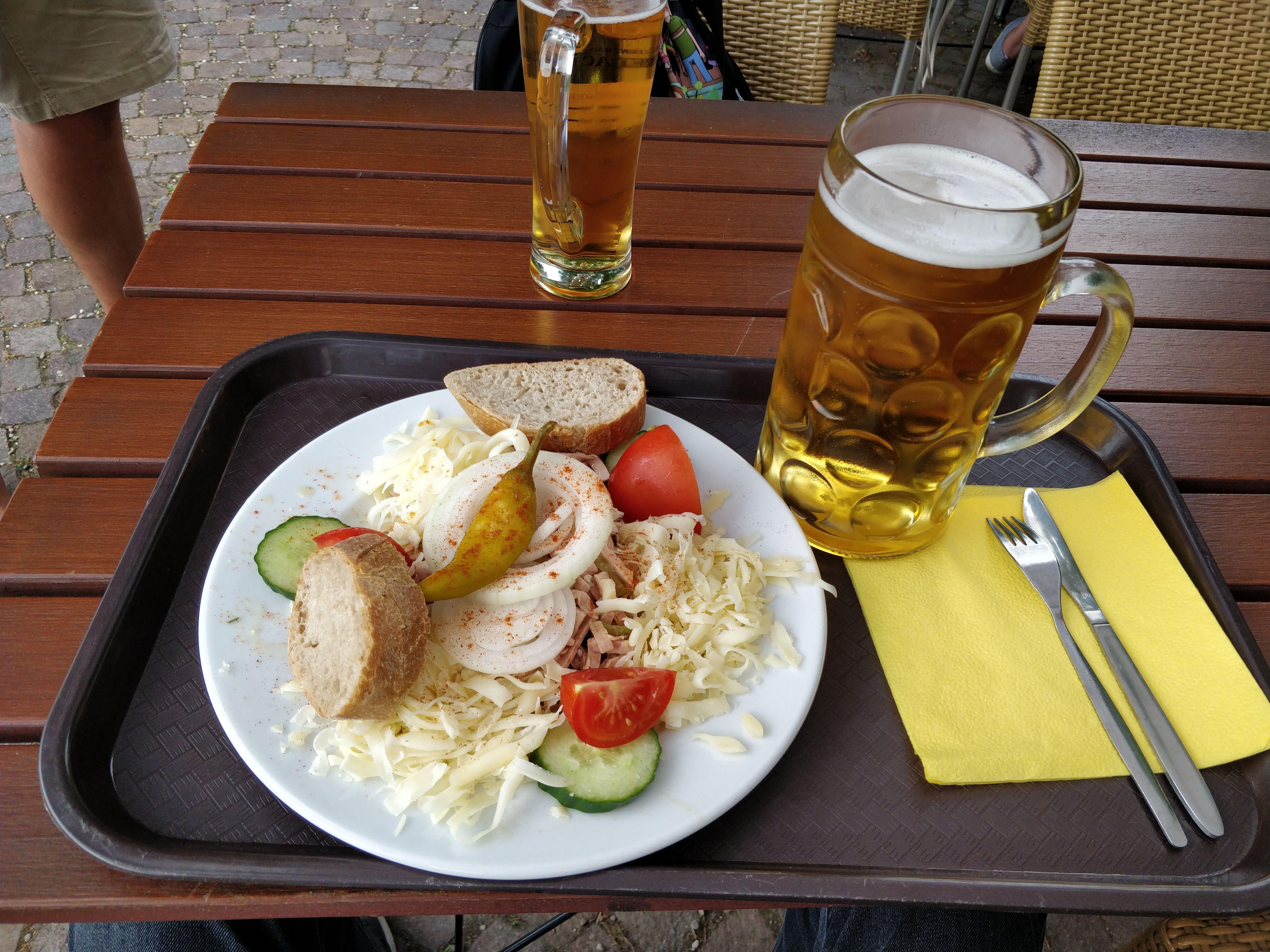 https://foodloader.net/nico_2019-07-01_wurstsalat-mit-kaese.jpg
