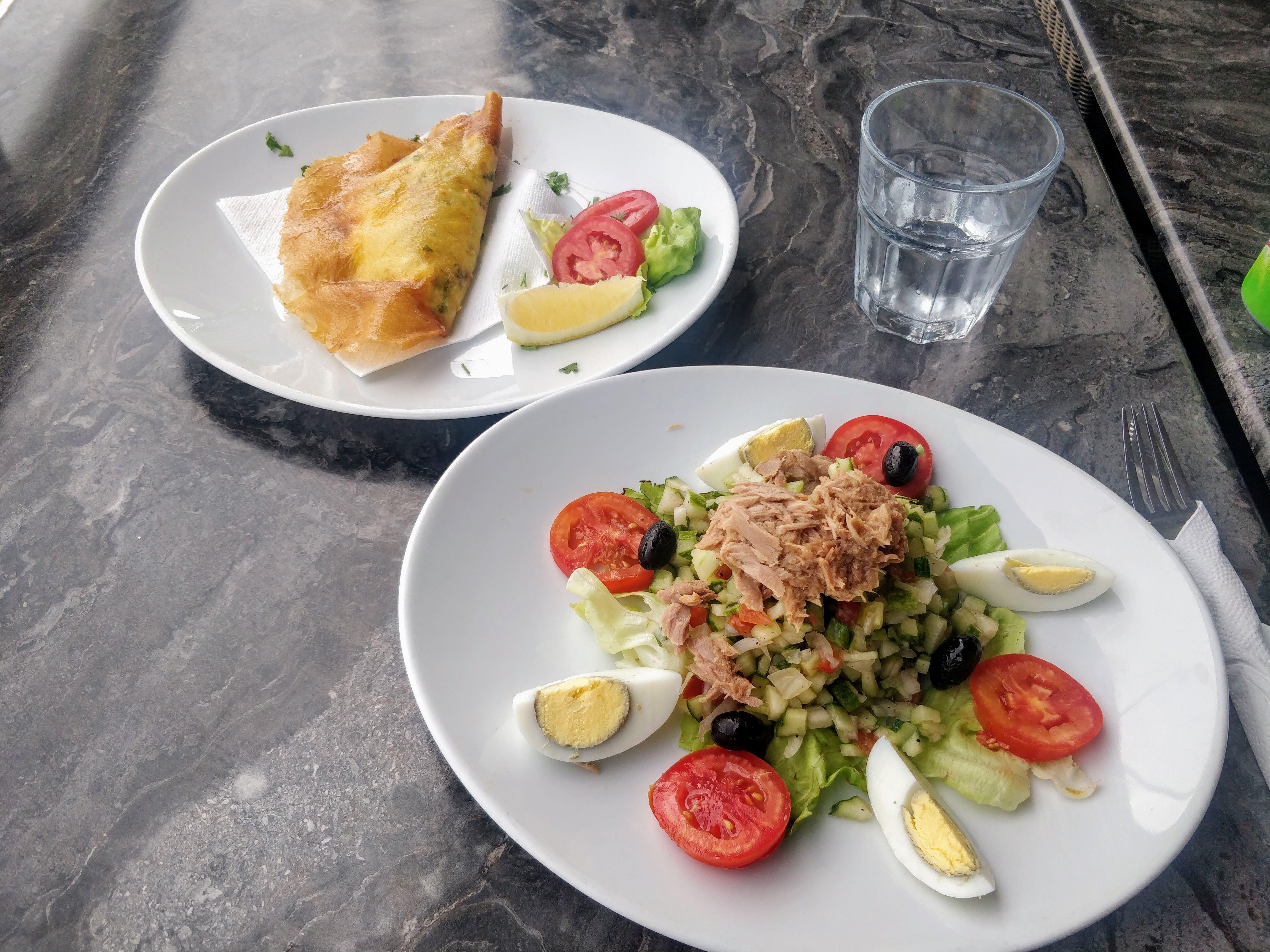 https://foodloader.net/nico_2019-07-07_brik-und-salat.jpg