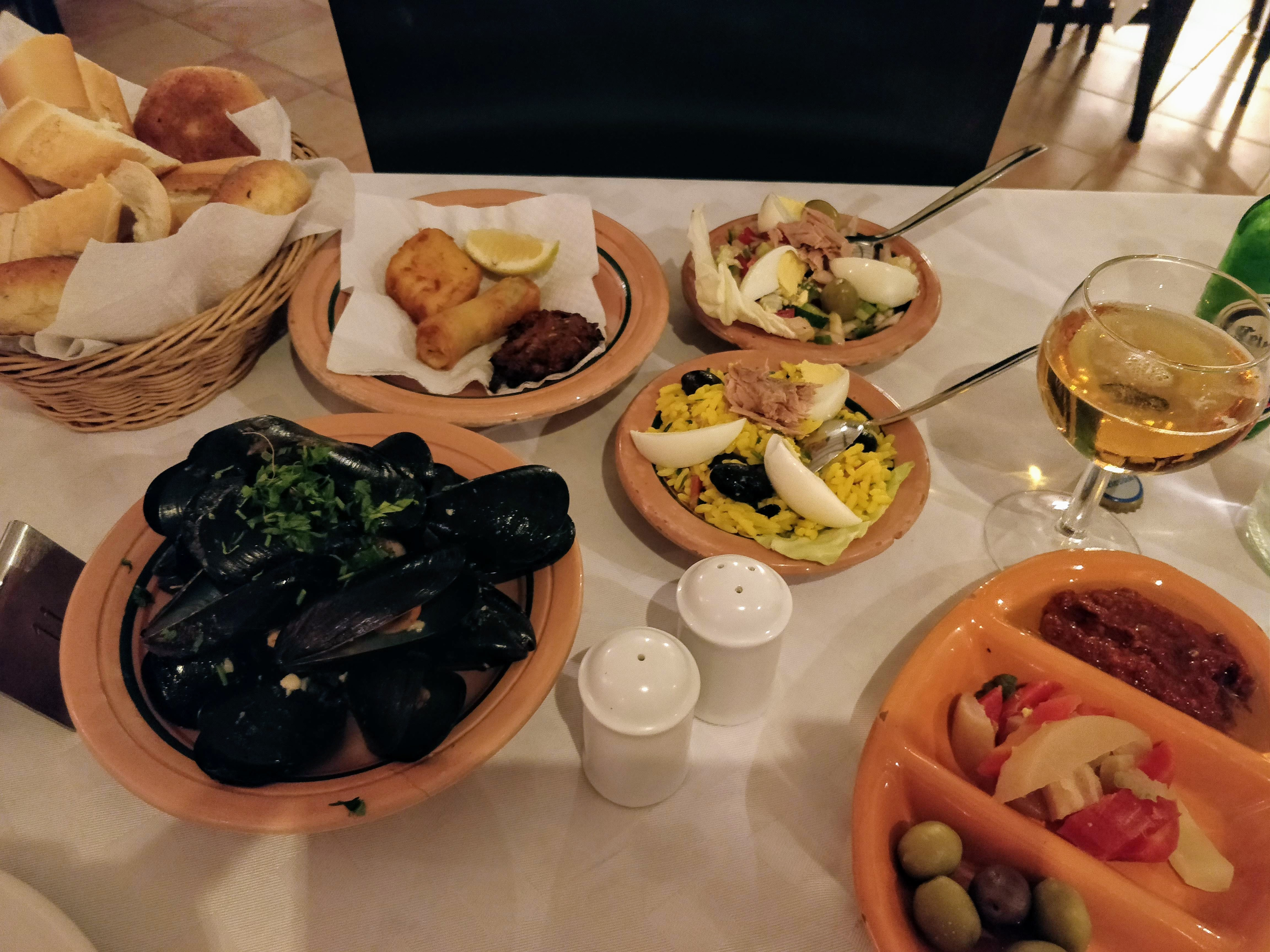 https://foodloader.net/nico_2019-07-18_miesmuscheln-salate-fried-seafood.jpg