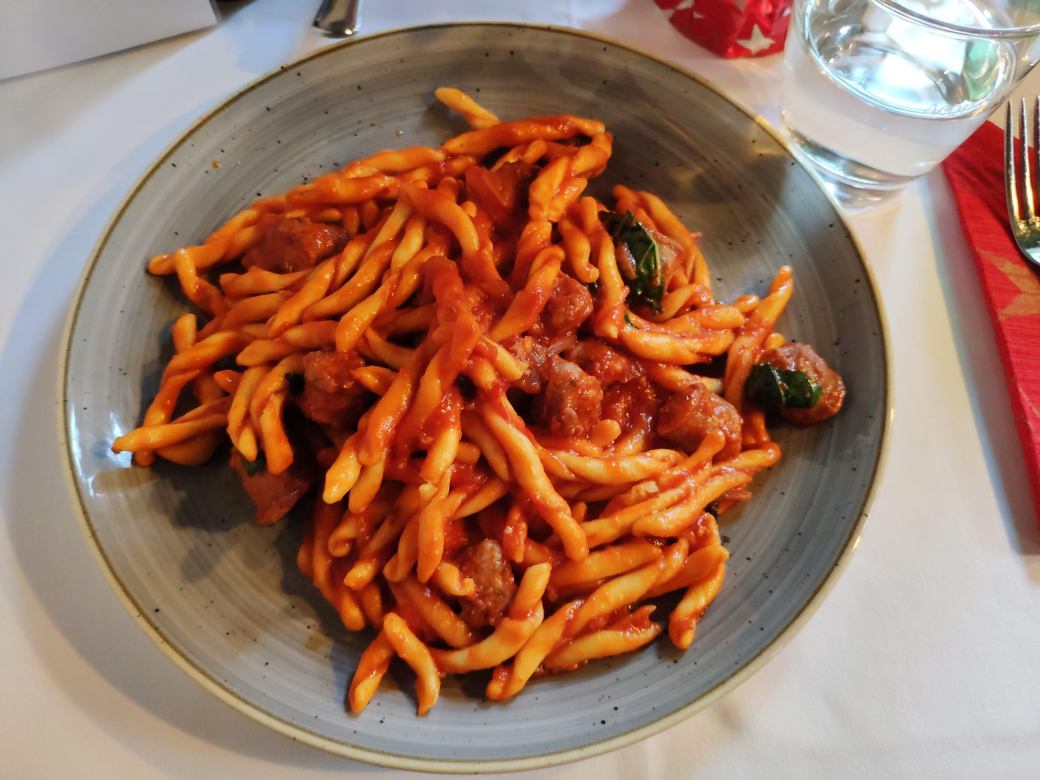 https://foodloader.net/nico_2019-12-11_nudeln-mit-salsiccia-tomaten-sauce.jpg