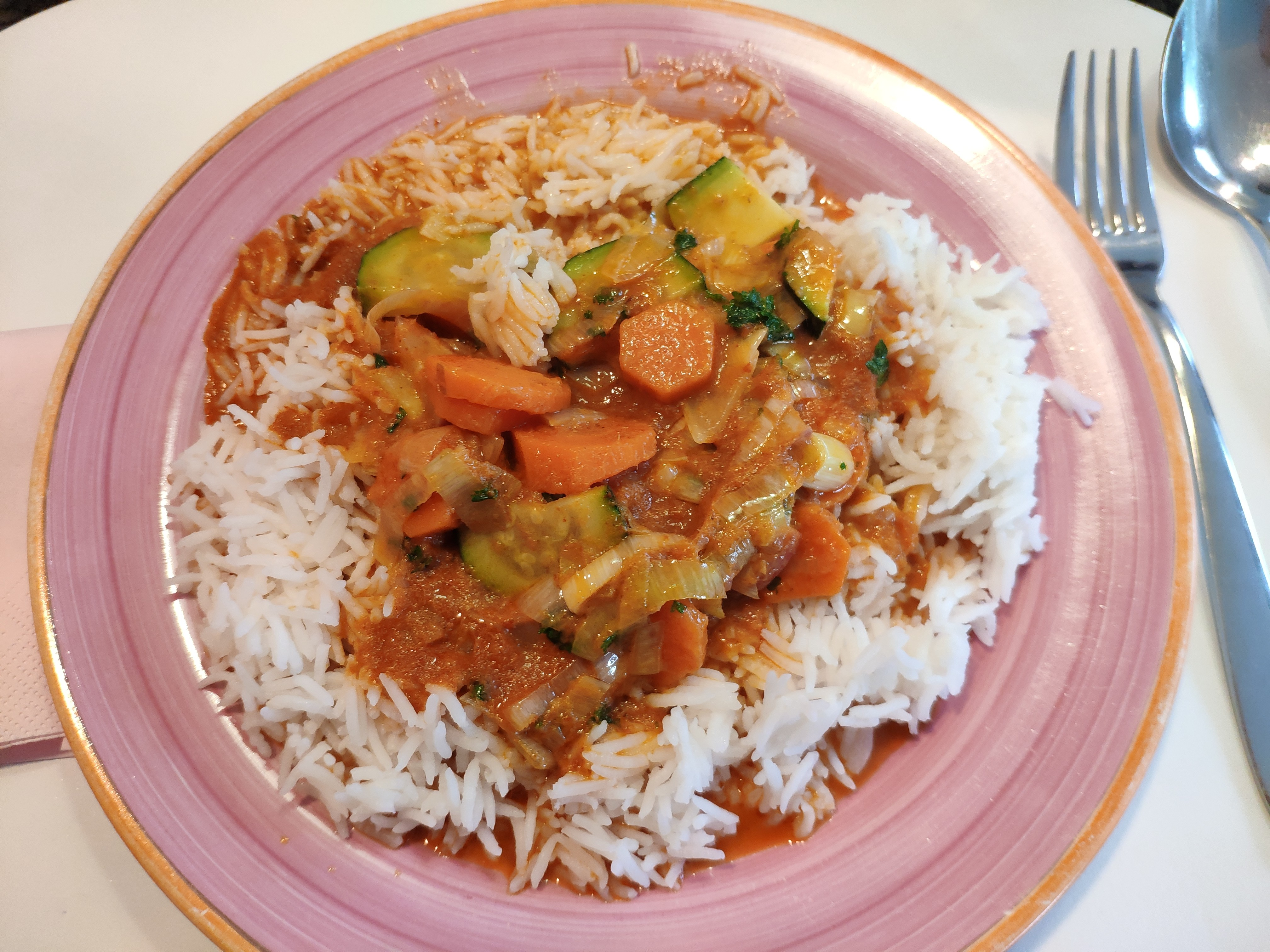 https://foodloader.net/nico_2020-05-12_rotes-curry-mit-reis.jpg