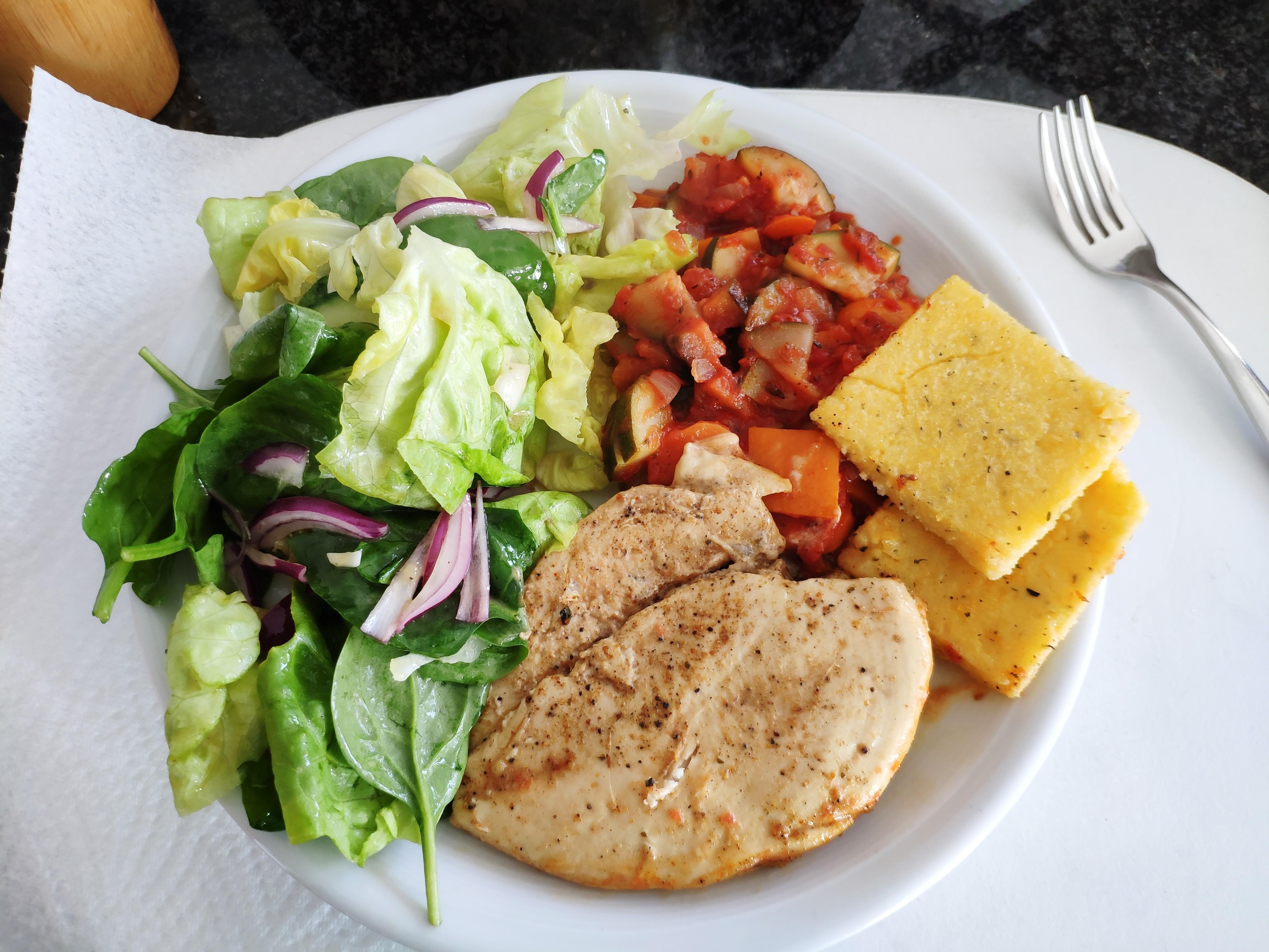 https://foodloader.net/nico_2020-05-24_pute-polenta-gemuese-salat.jpg