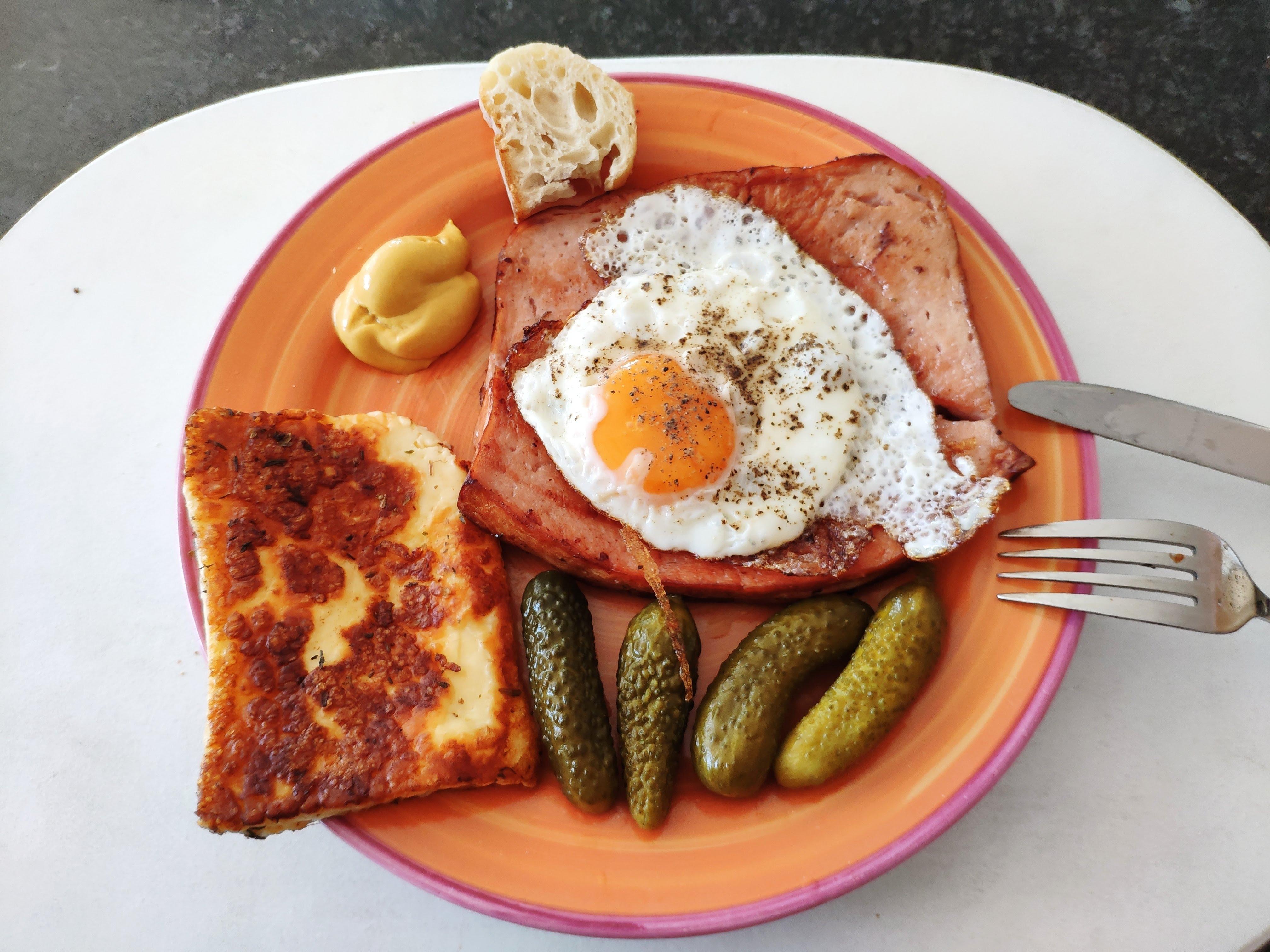 https://foodloader.net/nico_2020-06-13_fleischkaese-und-grillkaese-mit-spiegelei.jpg