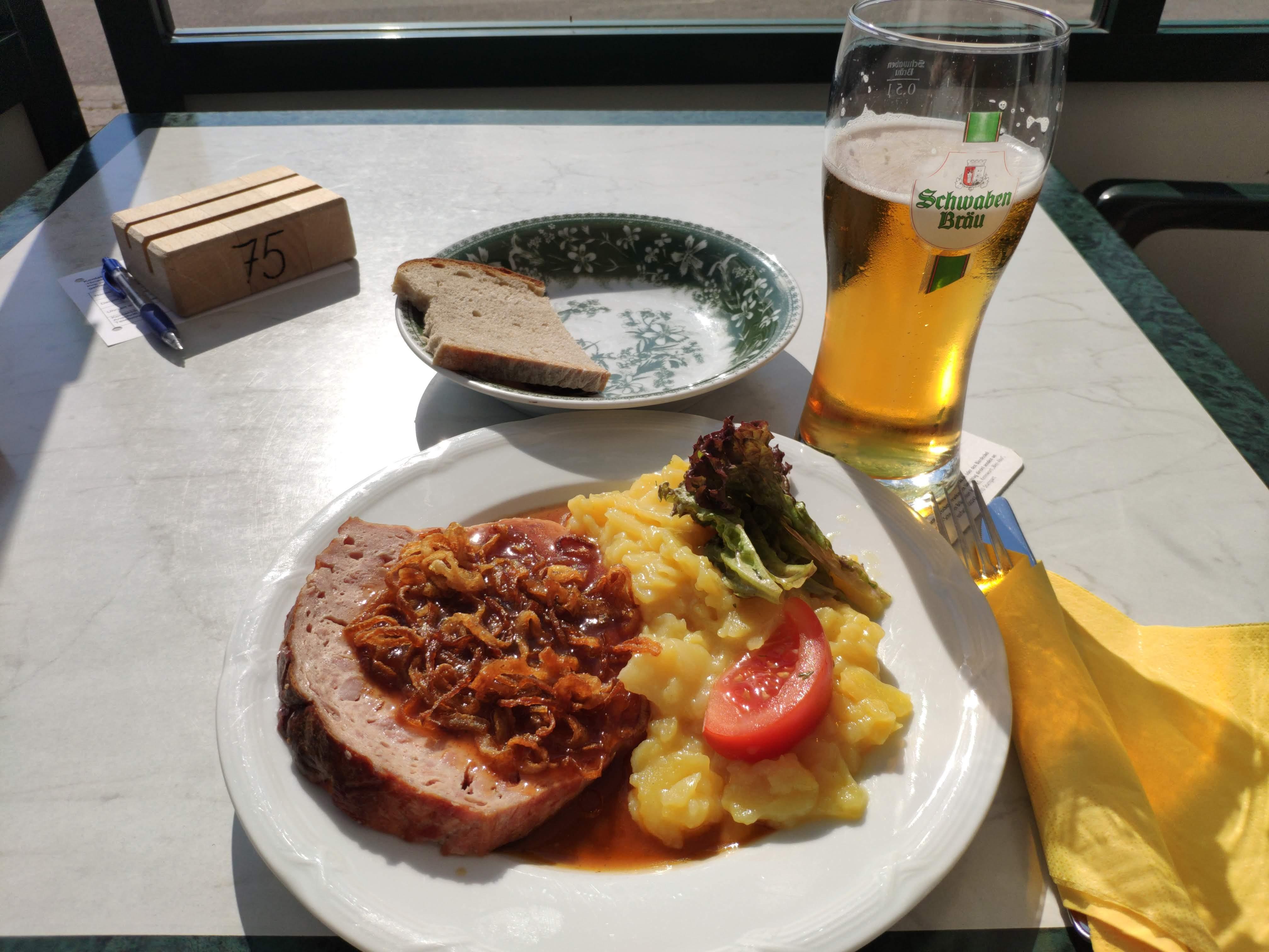 https://foodloader.net/nico_2020-06-25_fleischkaese-mit-kartoffelsalat.jpg