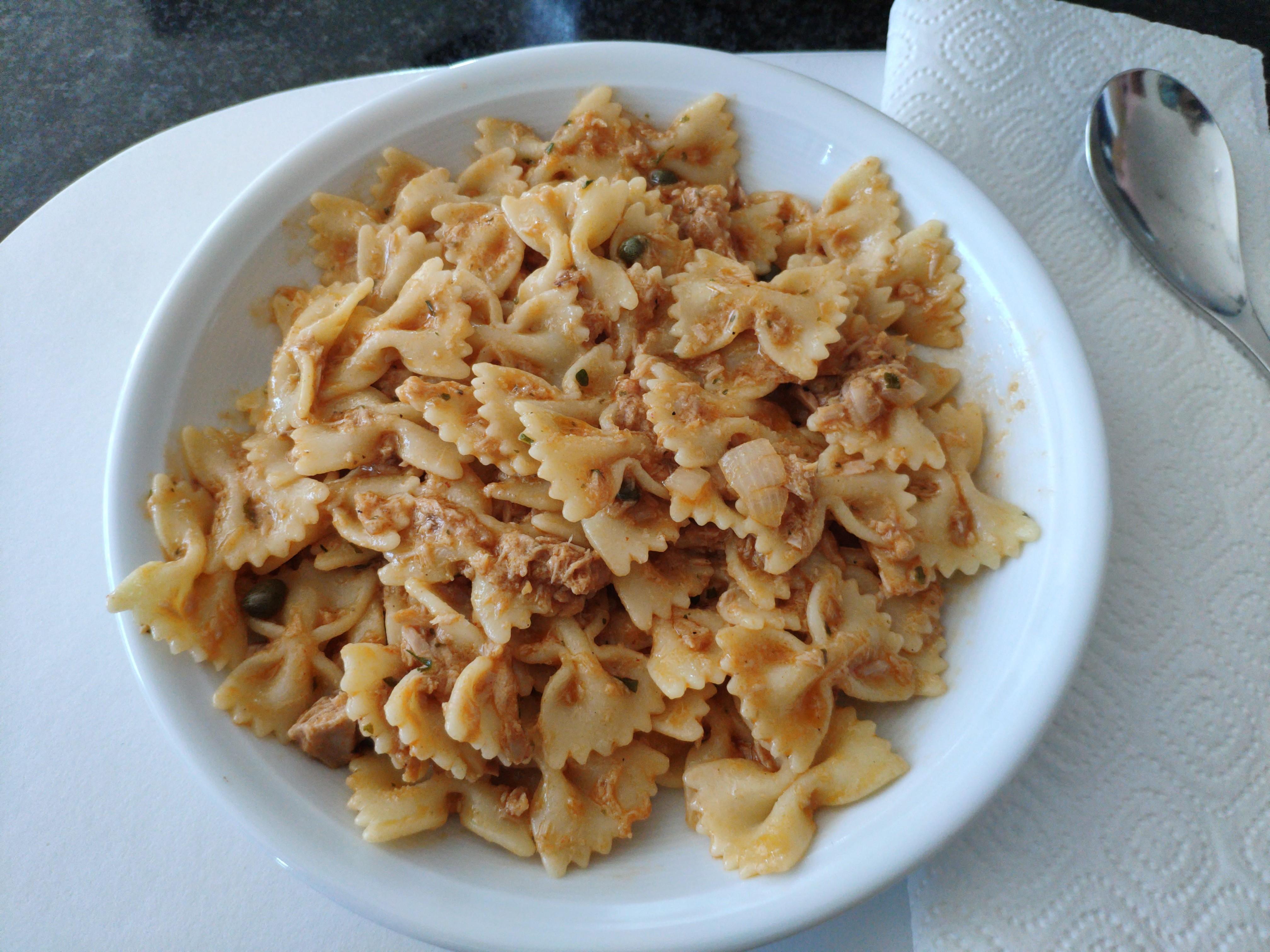 https://foodloader.net/nico_2020-07-06_farfalle-mit-thunfisch-sauce.jpg