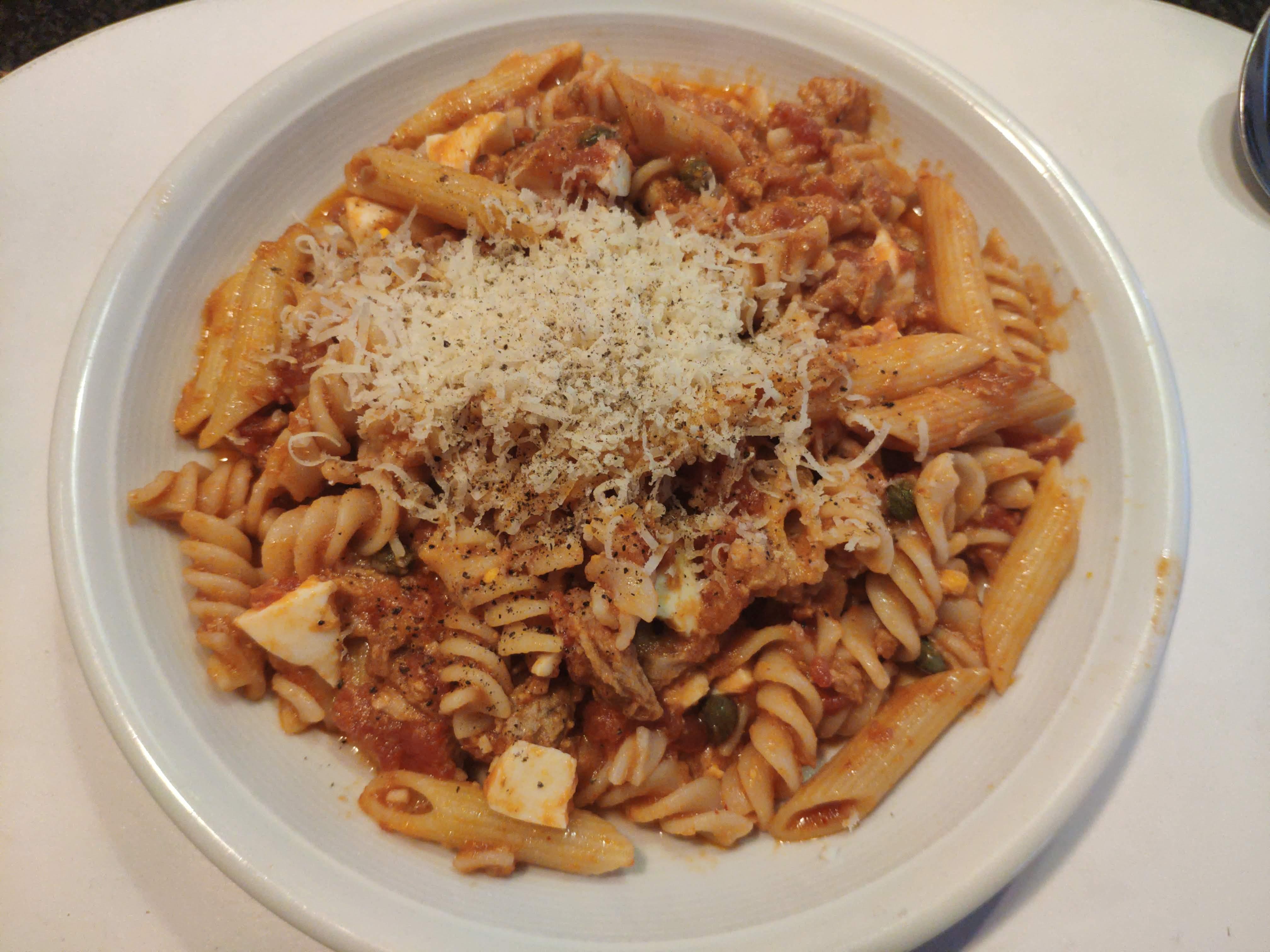 https://foodloader.net/nico_2020-07-15_nudeln-mit-thunfisch-tomaten-sauce.jpg