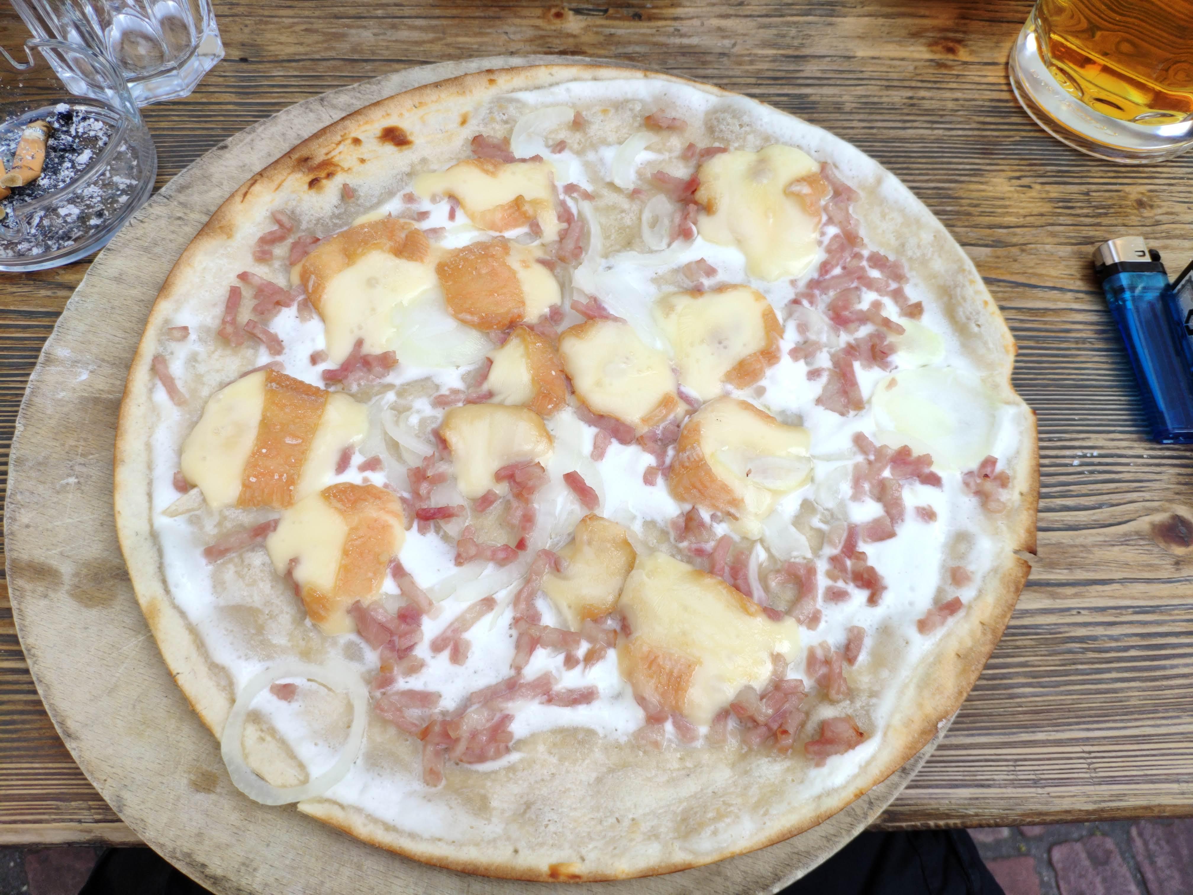 https://foodloader.net/nico_2020-07-19_flammkuchen-mit-muensterkaese.jpg