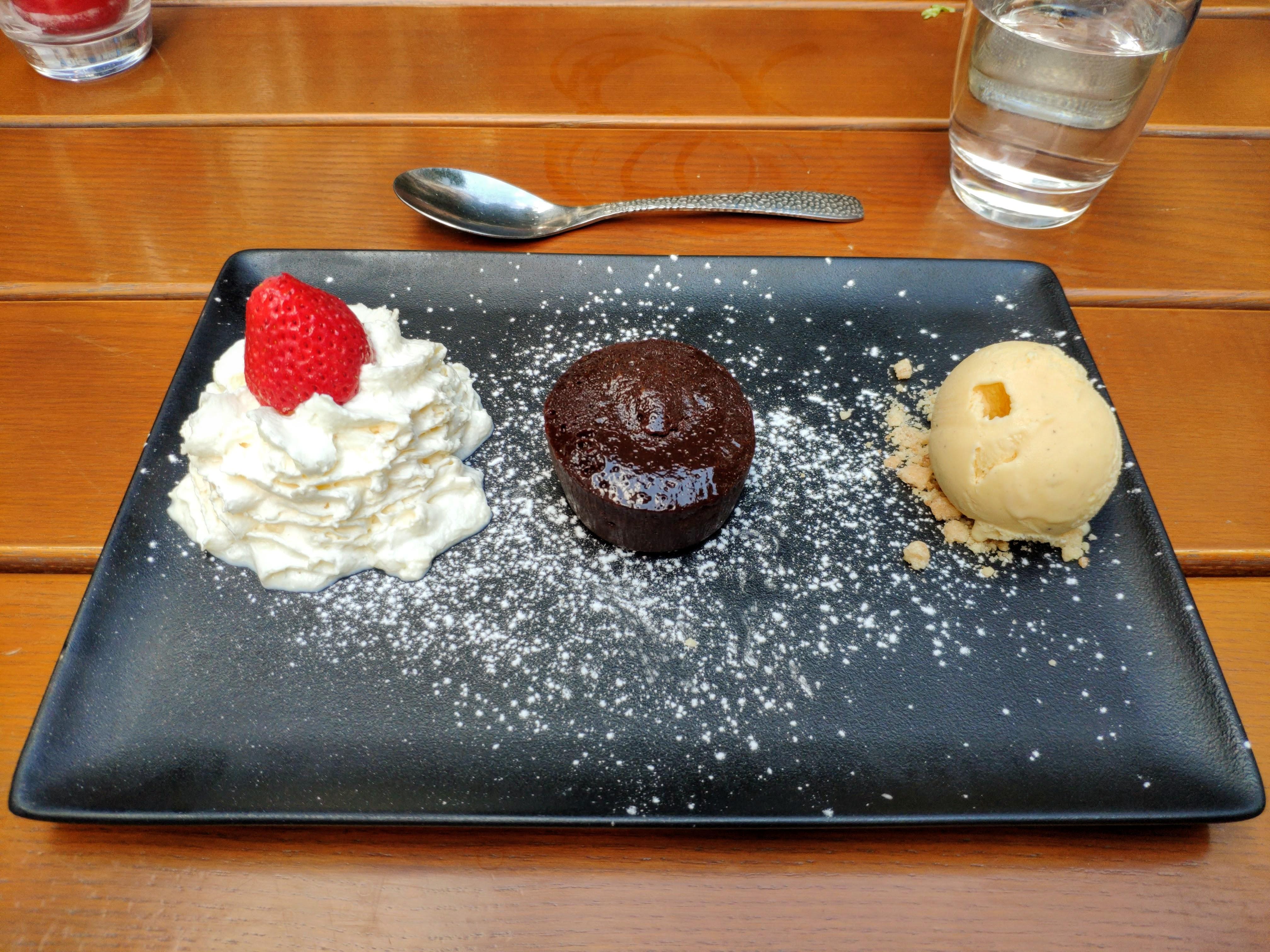 https://foodloader.net/nico_2020-07-20_mi-cuit-chocolat-et-glace-vanille.jpg