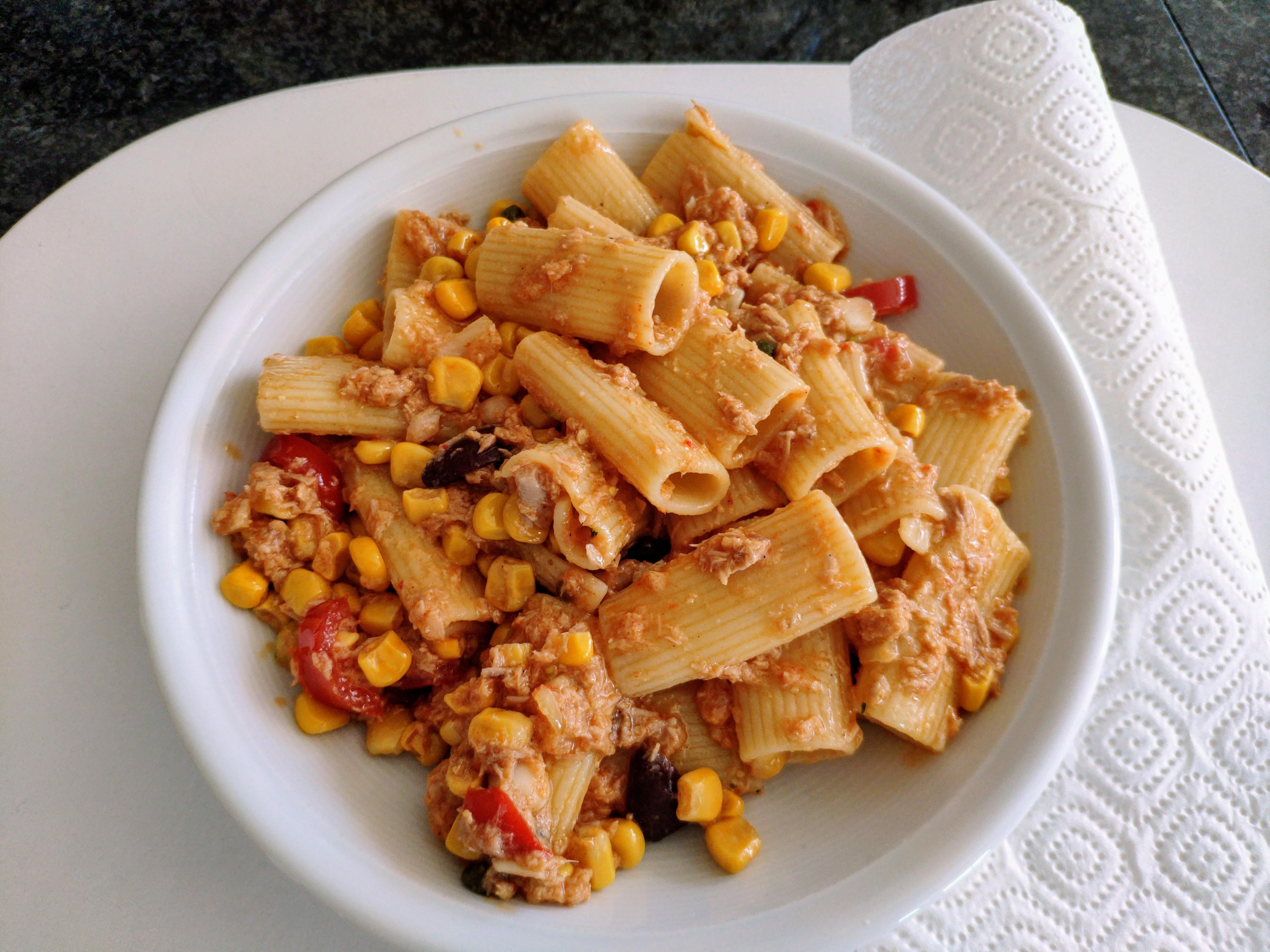 https://foodloader.net/nico_2020-07-27_rigatoni-mit-thunfisch-mais-sauce.jpg