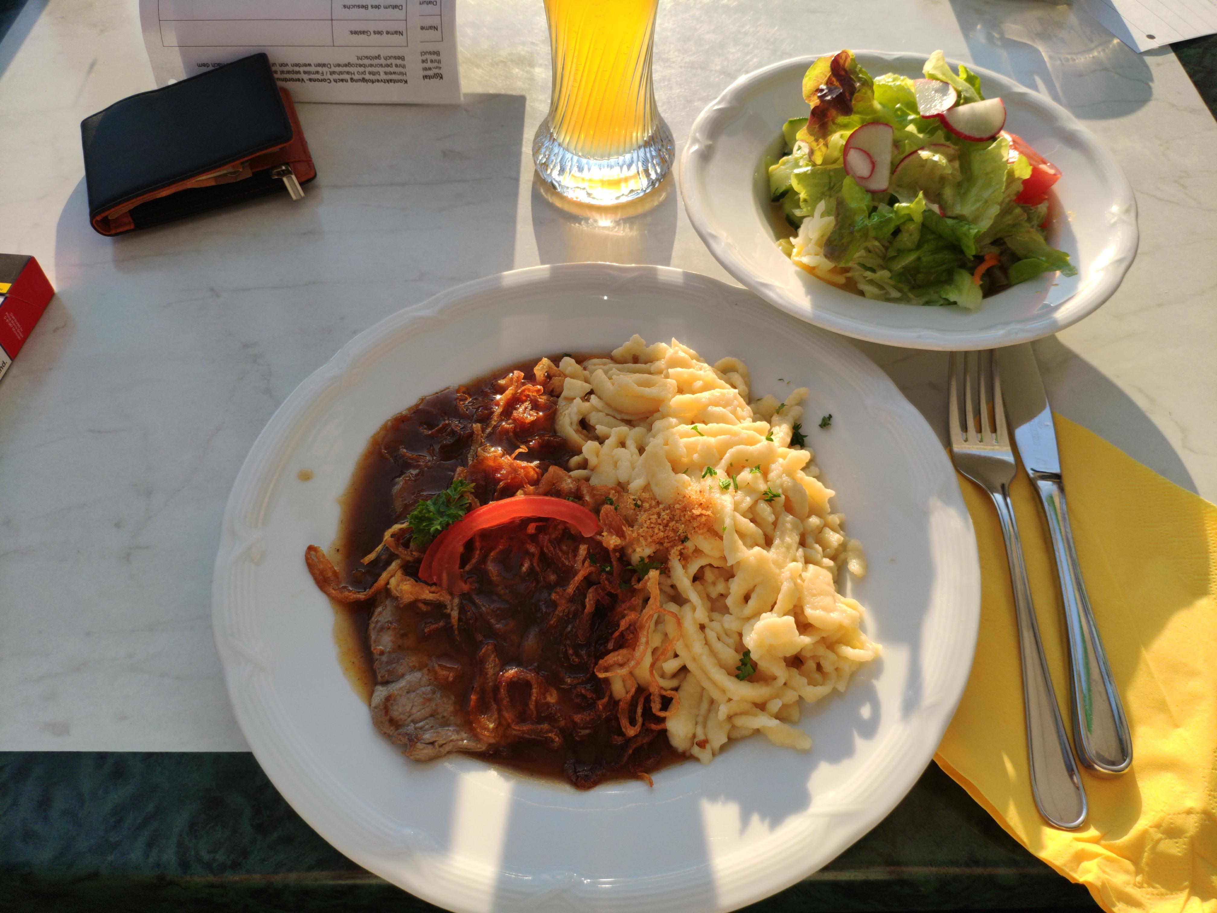 https://foodloader.net/nico_2020-08-09_zwiebelrostbraten-mit-spaetzle-und-salat.jpg