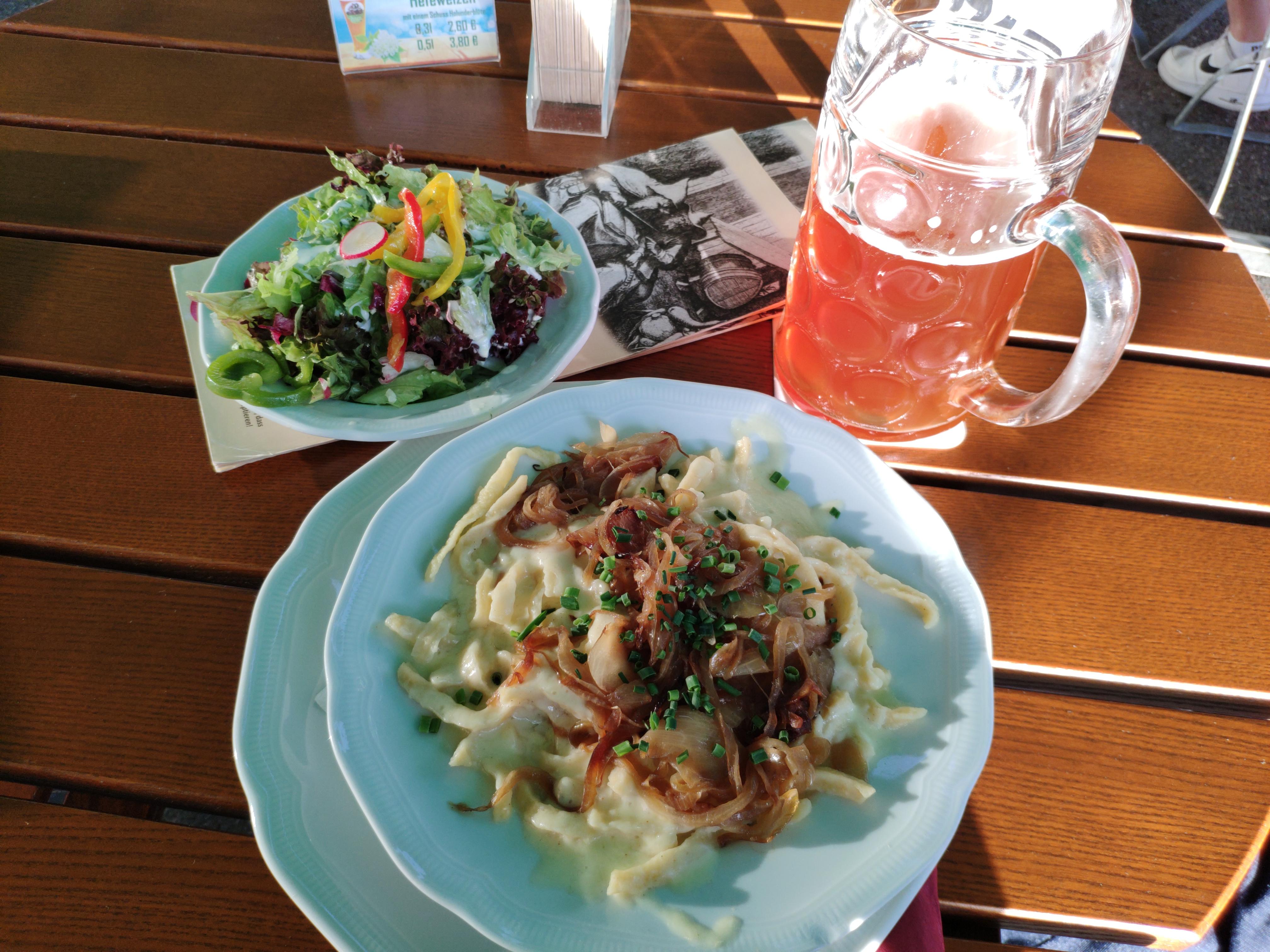 https://foodloader.net/nico_2020-08-25_kaesespaetzle-mit-salat.jpg