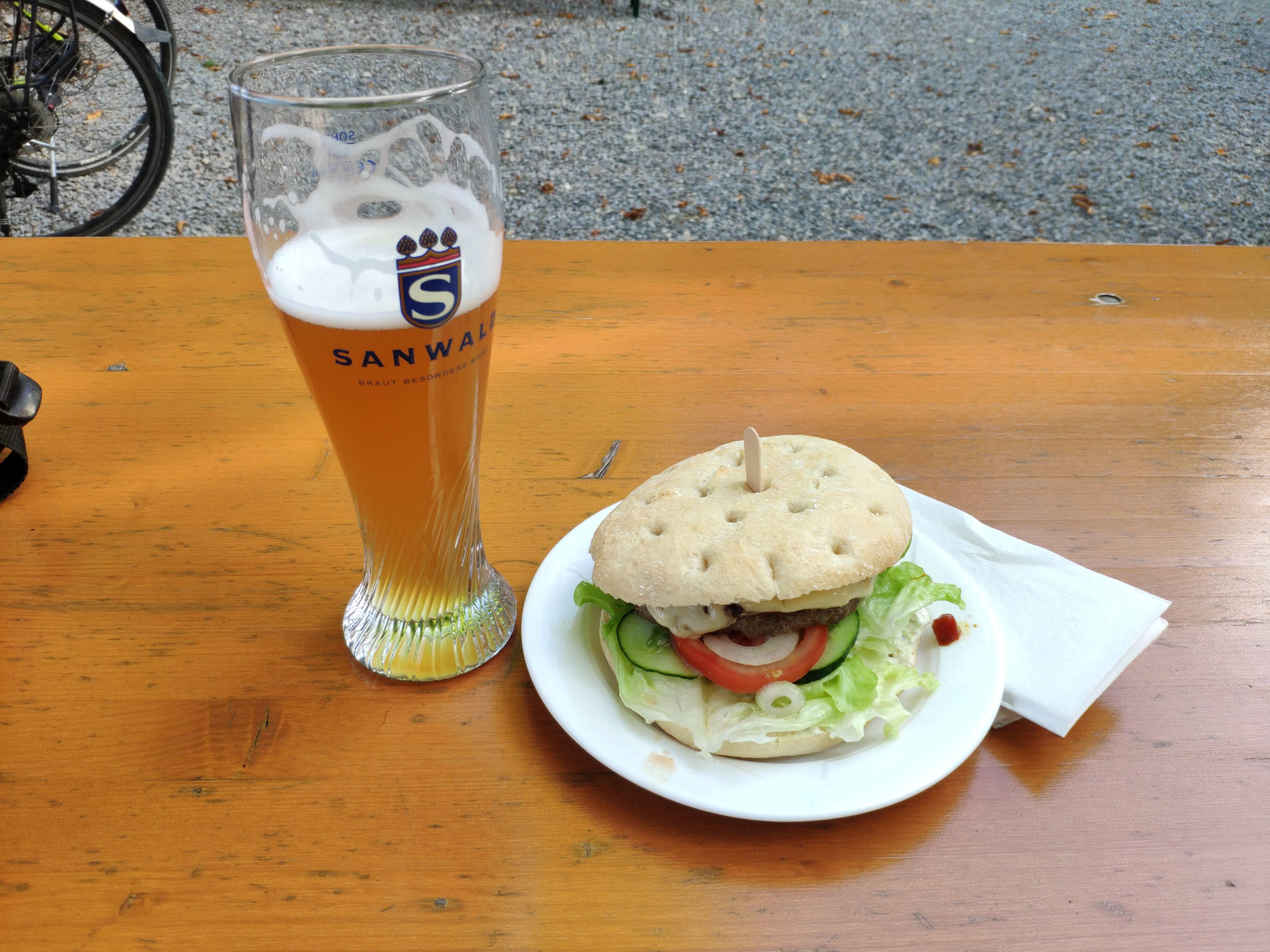 https://foodloader.net/nico_2020-09-02_glemseck-burger.jpg