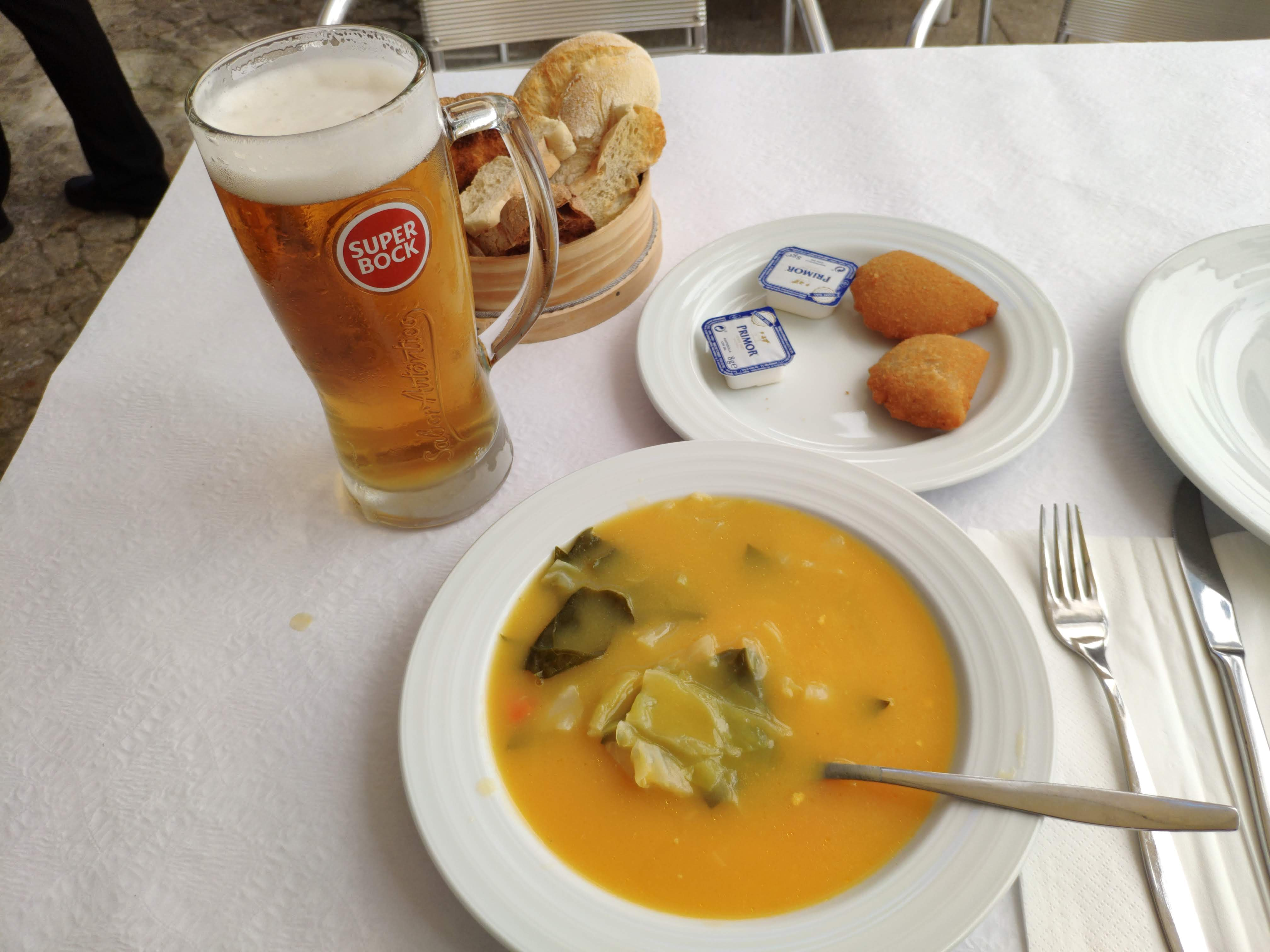 https://foodloader.net/nico_2020-09-12_gemuesesuppe-und-rissois.jpg