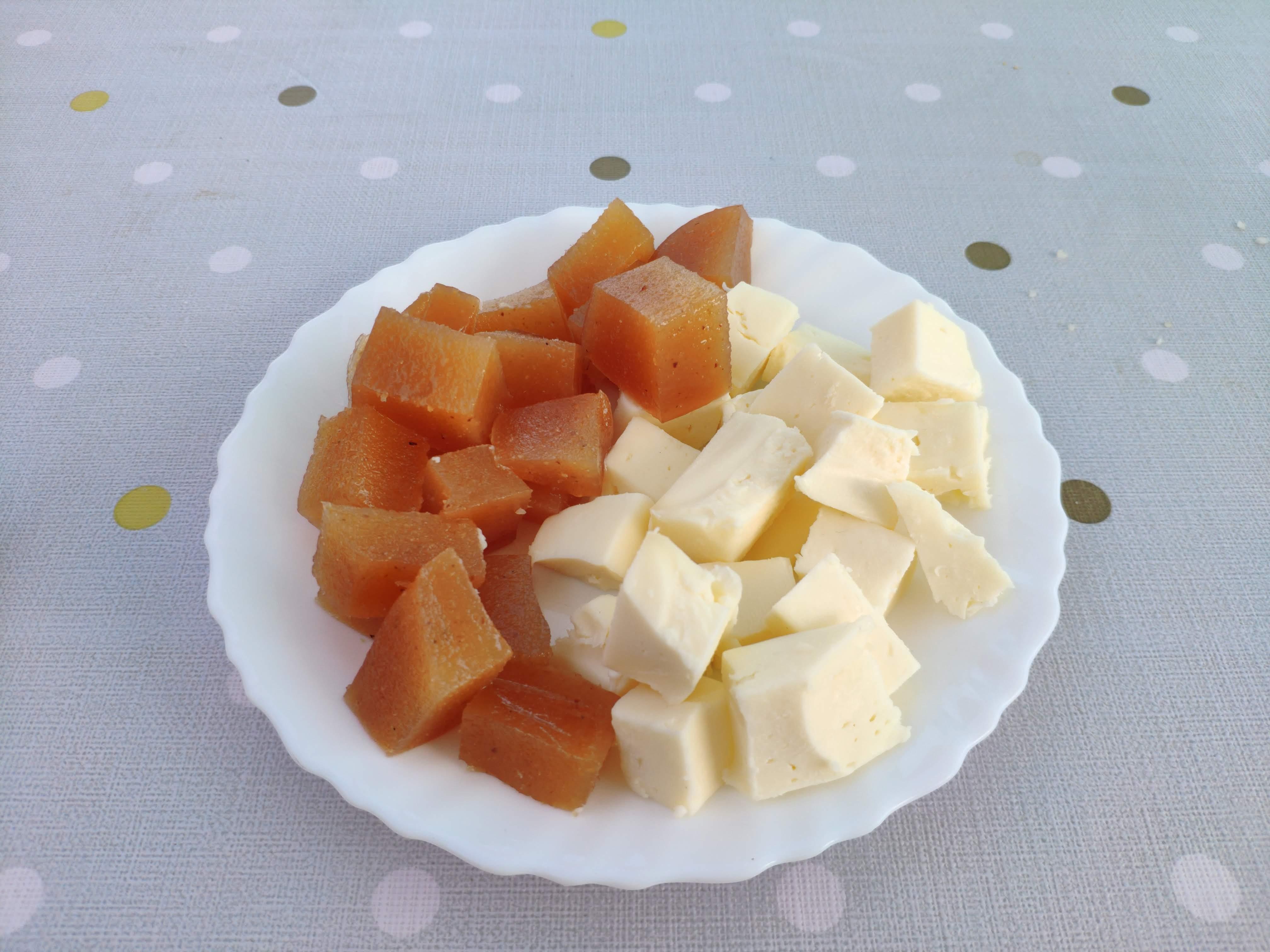 https://foodloader.net/nico_2020-09-13_kaese-und-fruchtgelle-nachtisch.jpg