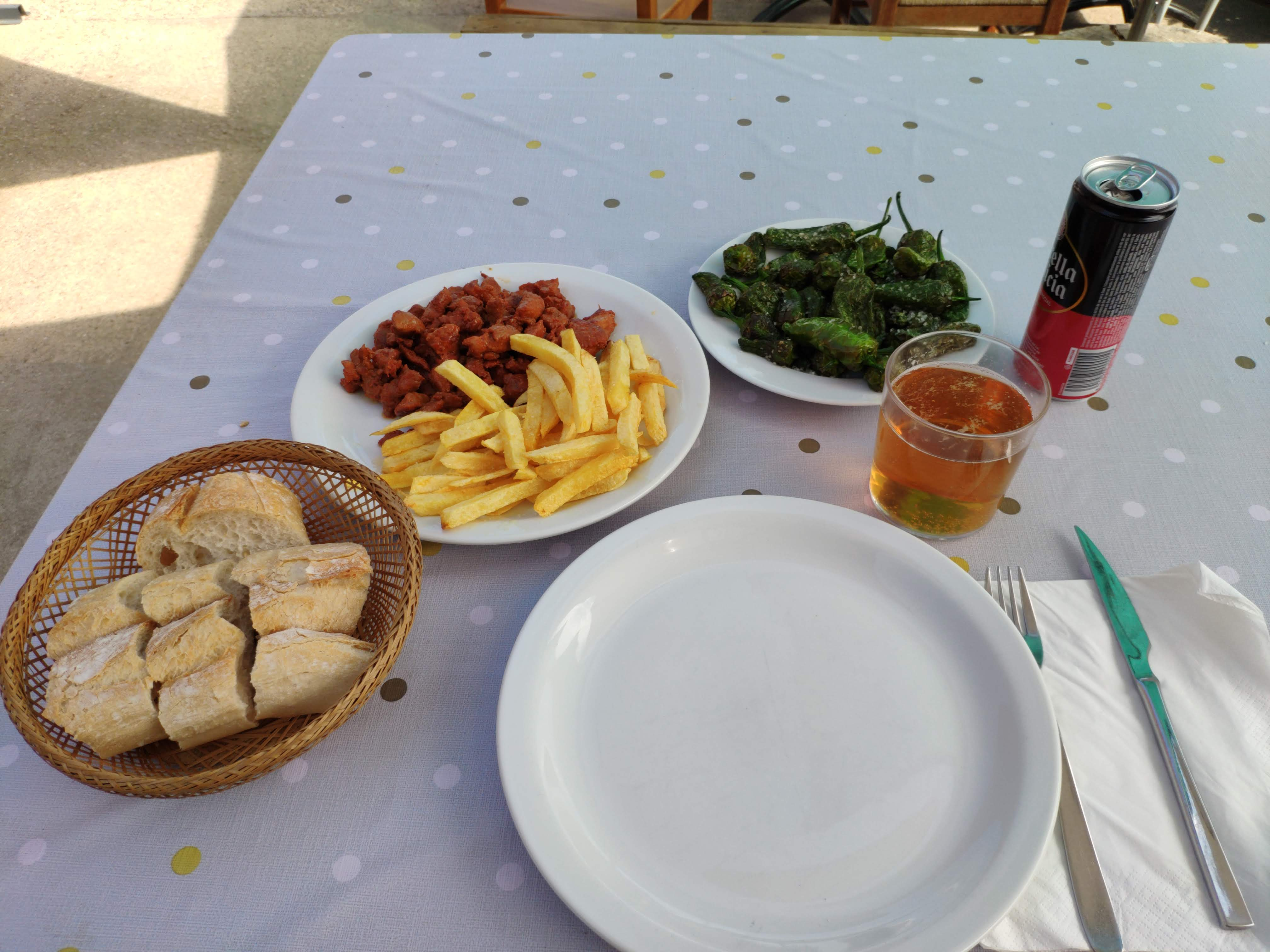https://foodloader.net/nico_2020-09-13_pimientos-de-padron-und-zorza-mit-pommes-und-brot.jpg
