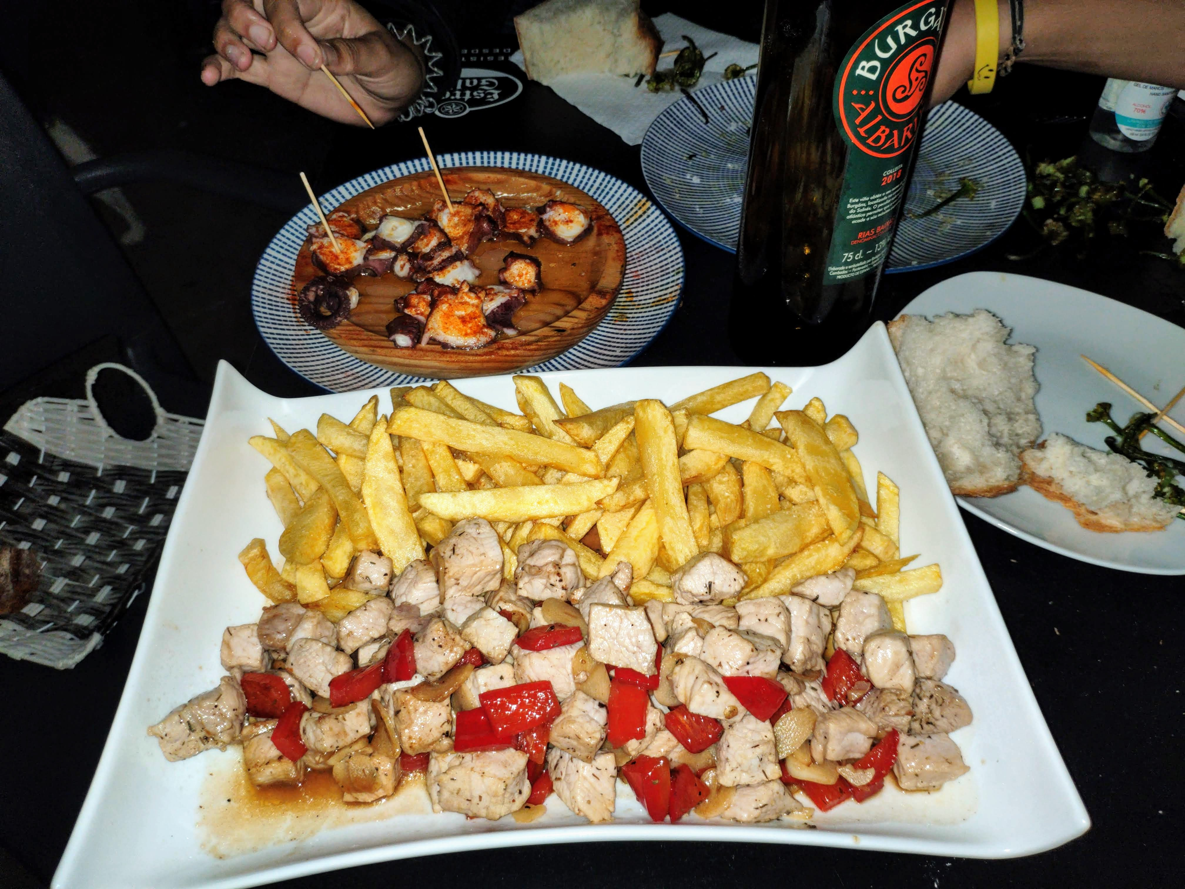 https://foodloader.net/nico_2020-09-16_schweinegeschnetzeltes-mit-pommes-frites.jpg