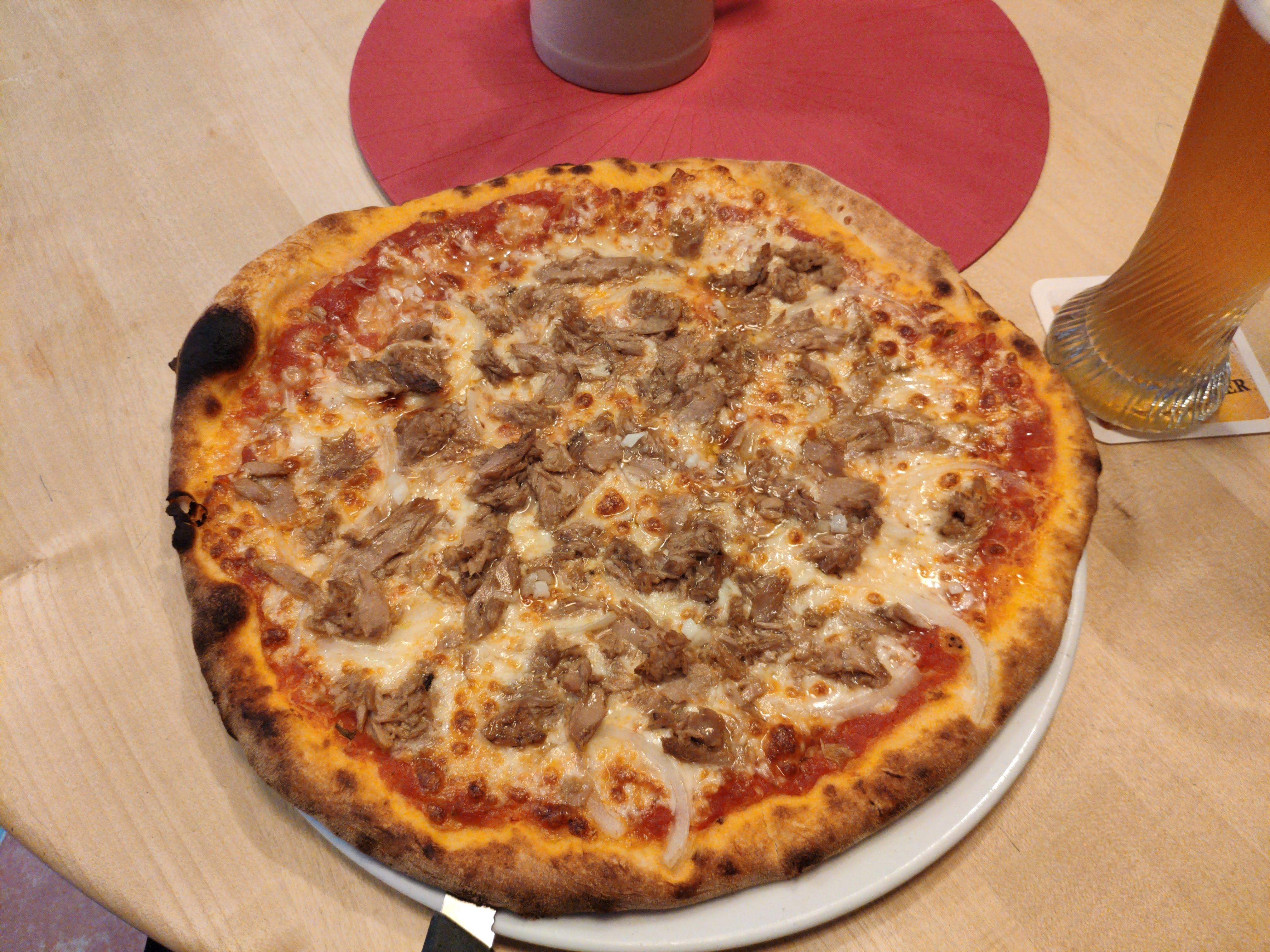 https://foodloader.net/nico_2020-10-25_thunfischpizza.jpg