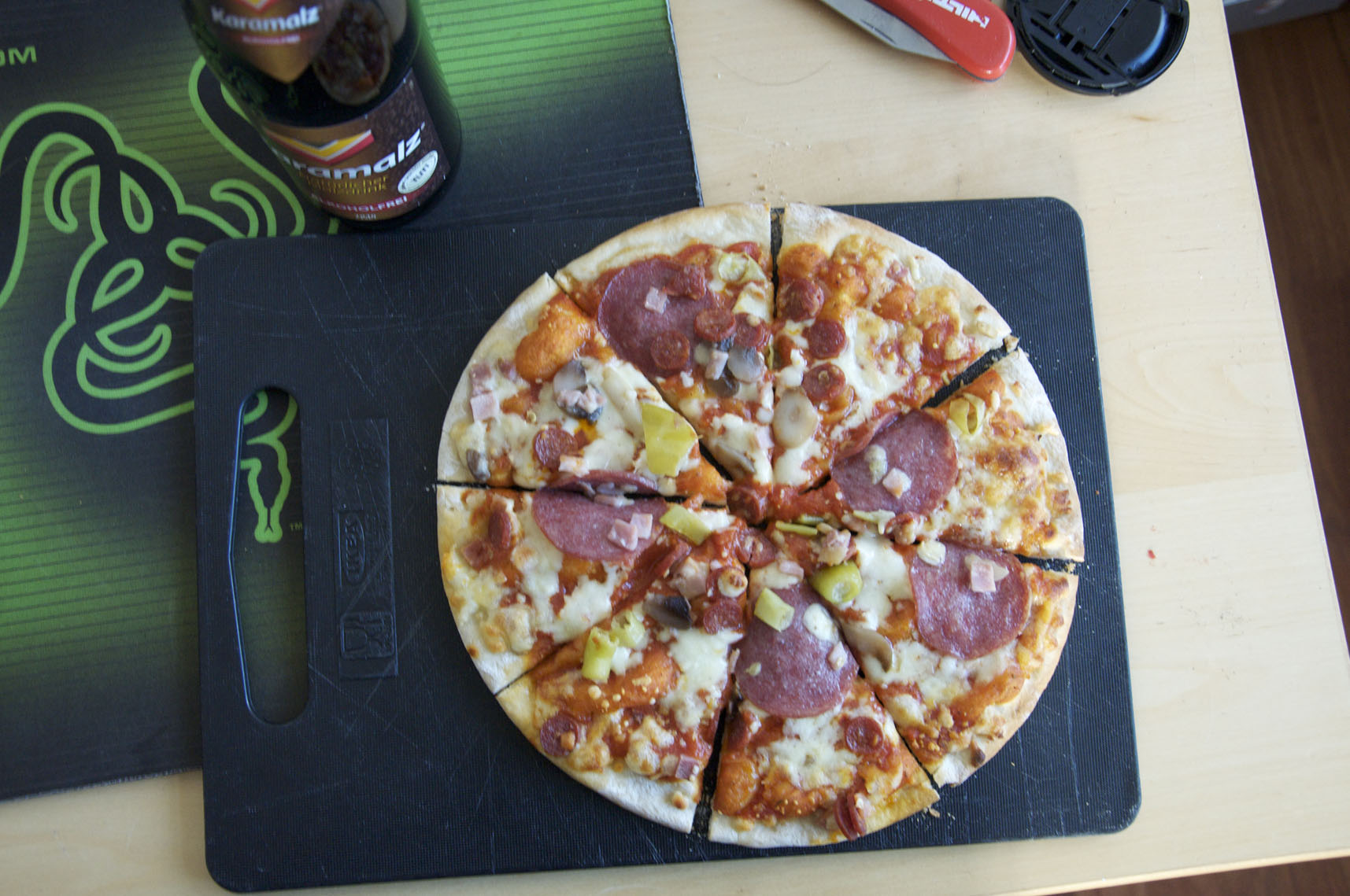 http://foodloader.net/sarglord_2009-11-27_Pizza_Speciale.jpg