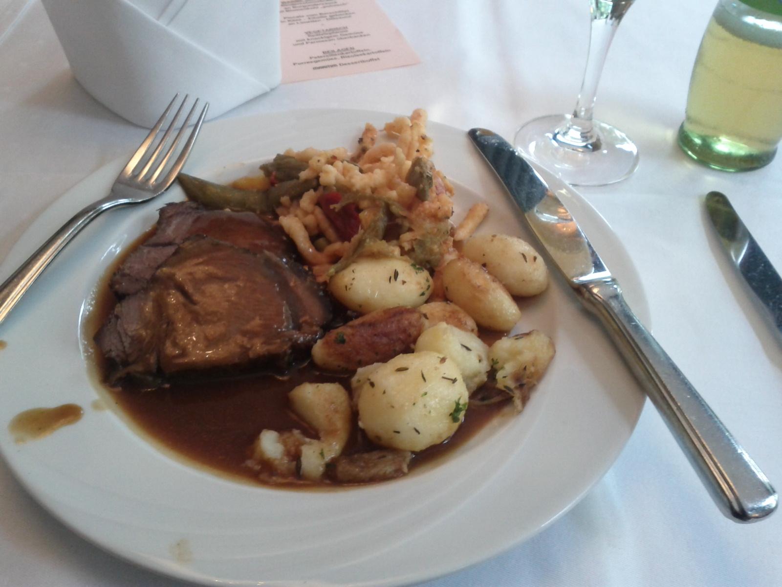 http://foodloader.net/sascha_2012-06-19_Fleisch_Nudeln_Kartoffeln_Schupfnudeln.jpg