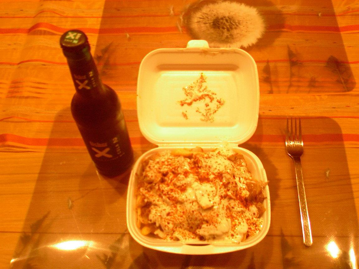 http://foodloader.net/sk0r_2013-05-06_Pommes_Doenerfleisch_Sosse_Scharf_Licher.jpg