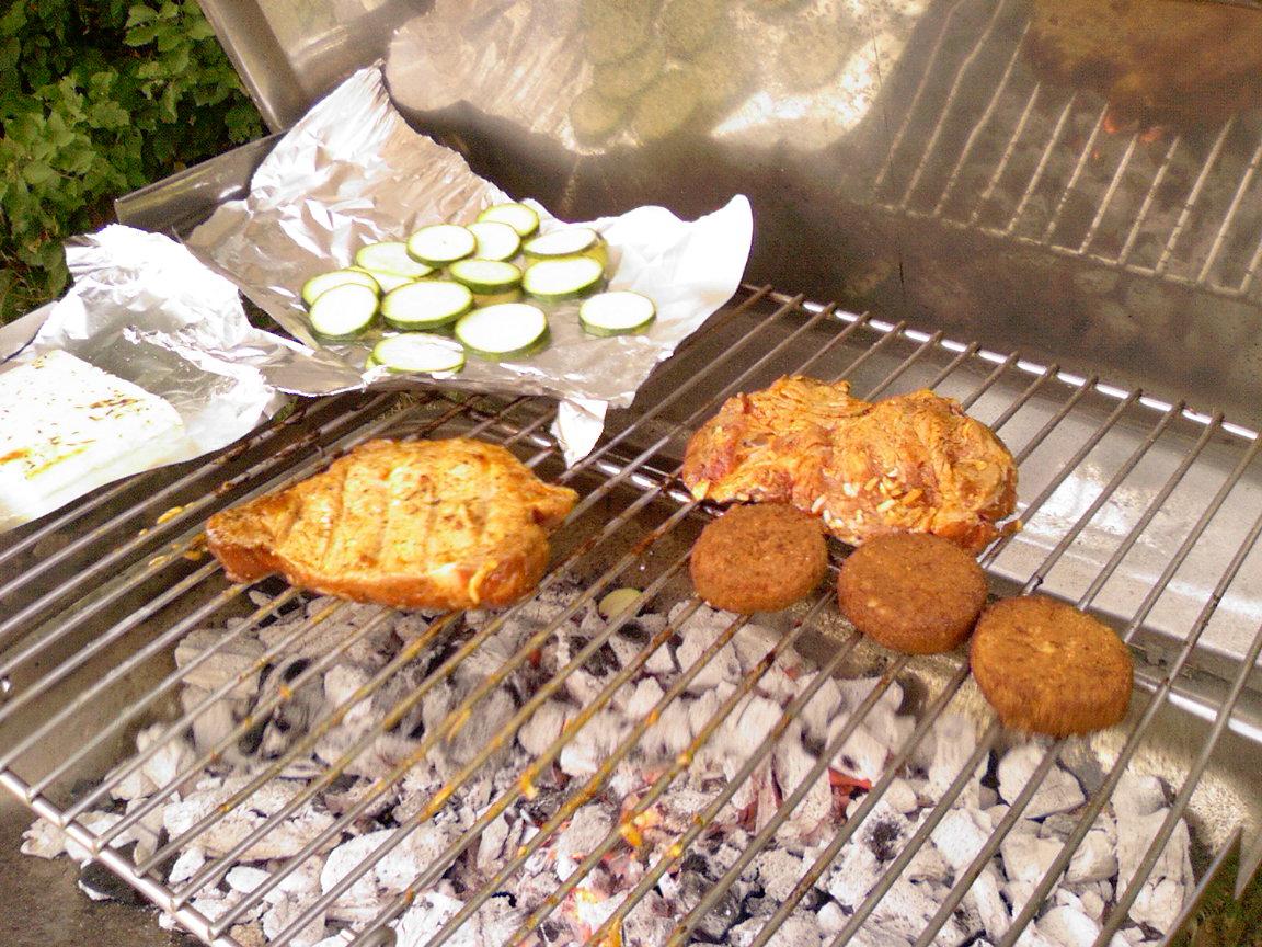 http://foodloader.net/sk0r_2013-07-27_Grillen_2.jpg