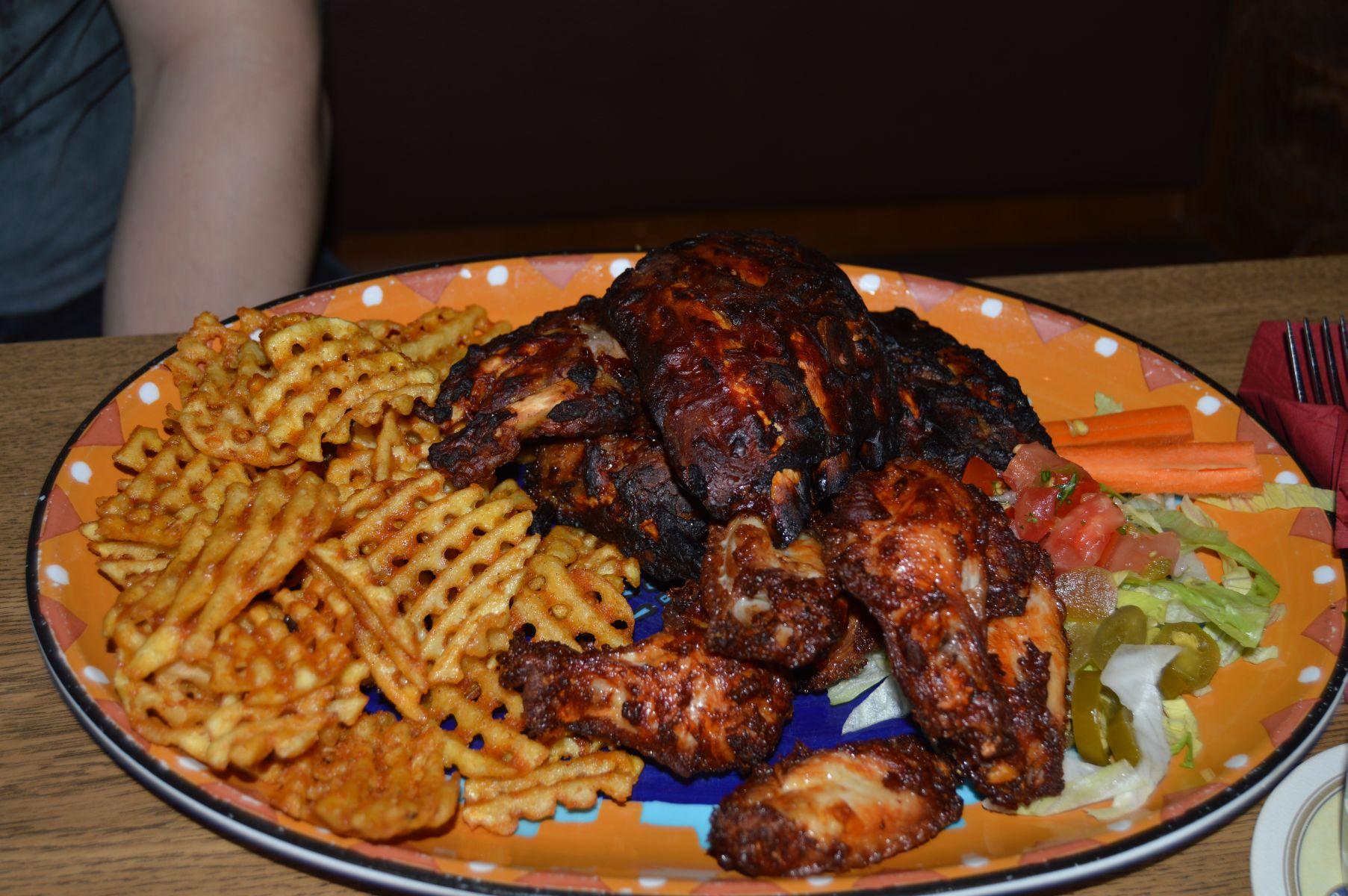 https://foodloader.net/sk0r_2013-08-24_Criss_Cuts_Ribs_Wings_Salad.jpg