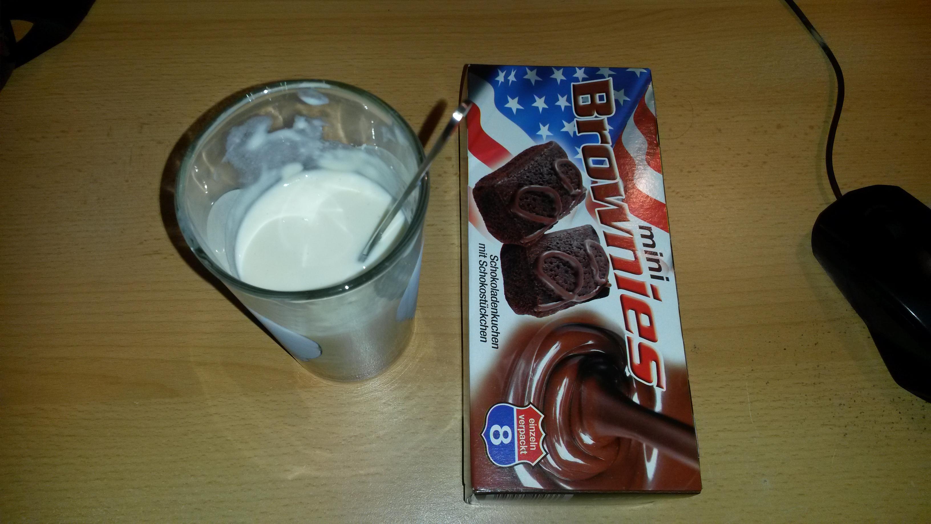 http://foodloader.net/sk0r_2013-12-09_Proteinshake_und_Brownies.jpg