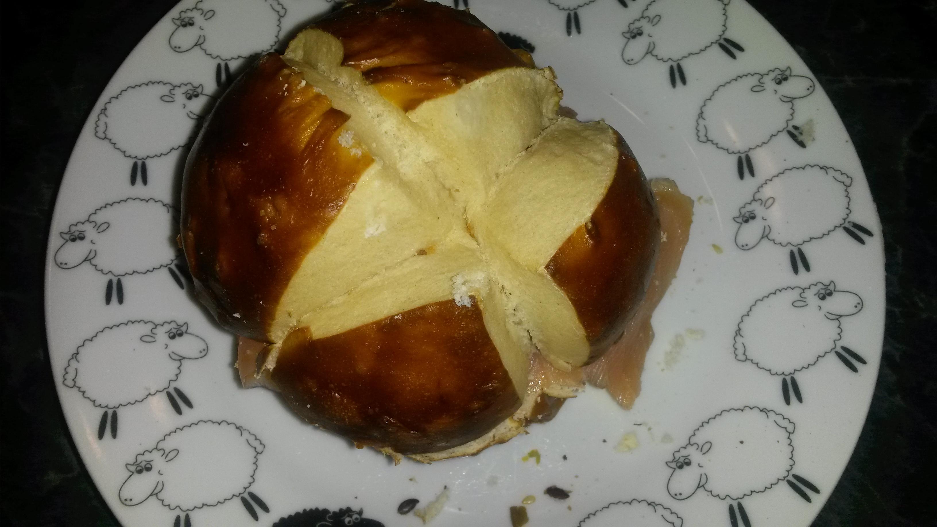 http://foodloader.net/sk0r_2014-01-13_Laugenfischbroetchen.jpg