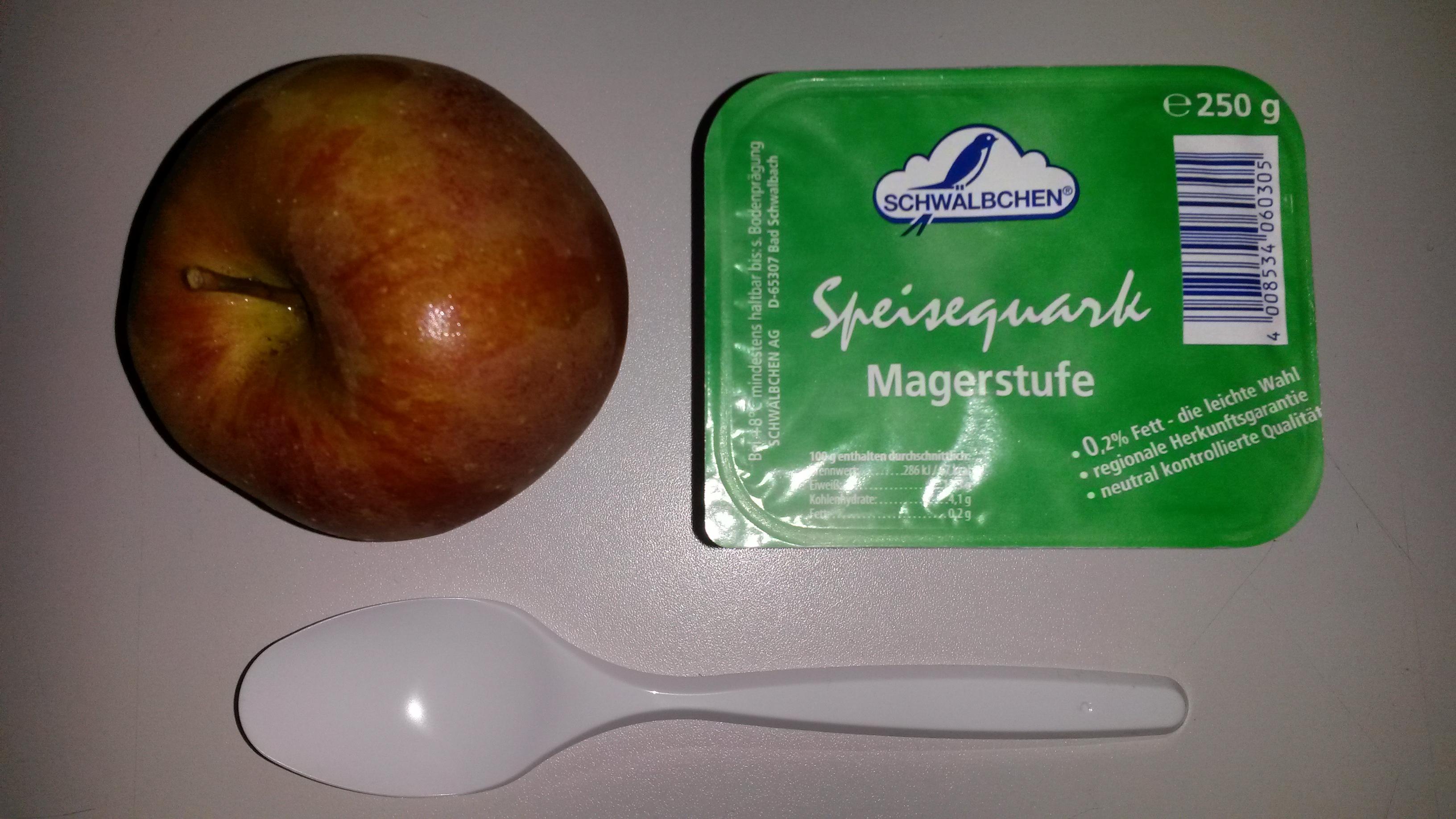 https://foodloader.net/sk0r_2014-02-07_Magerquark_und_Apfel.jpg