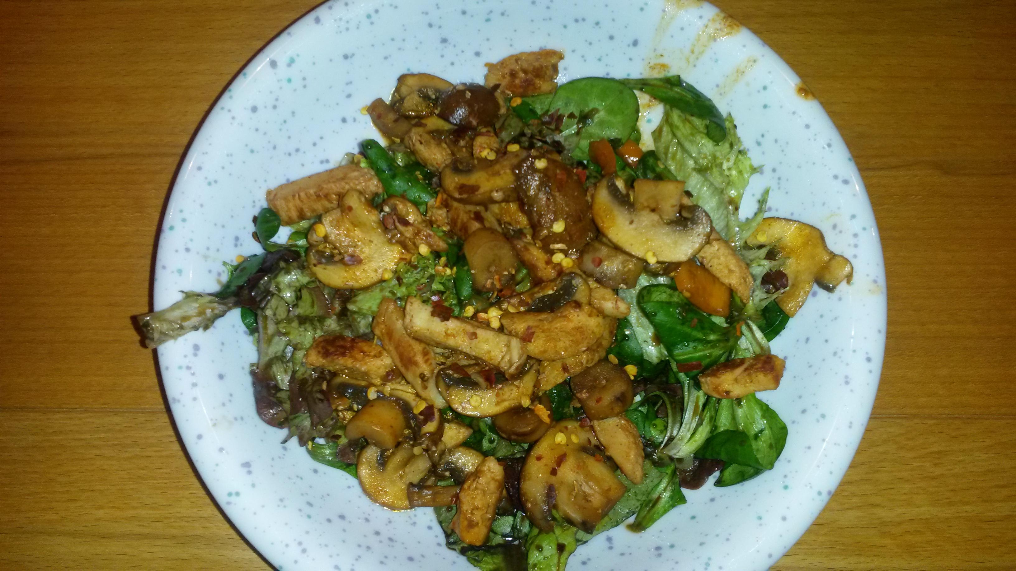 http://foodloader.net/sk0r_2014-03-08_Salat_mit_Haehnchenbruststreifen.jpg