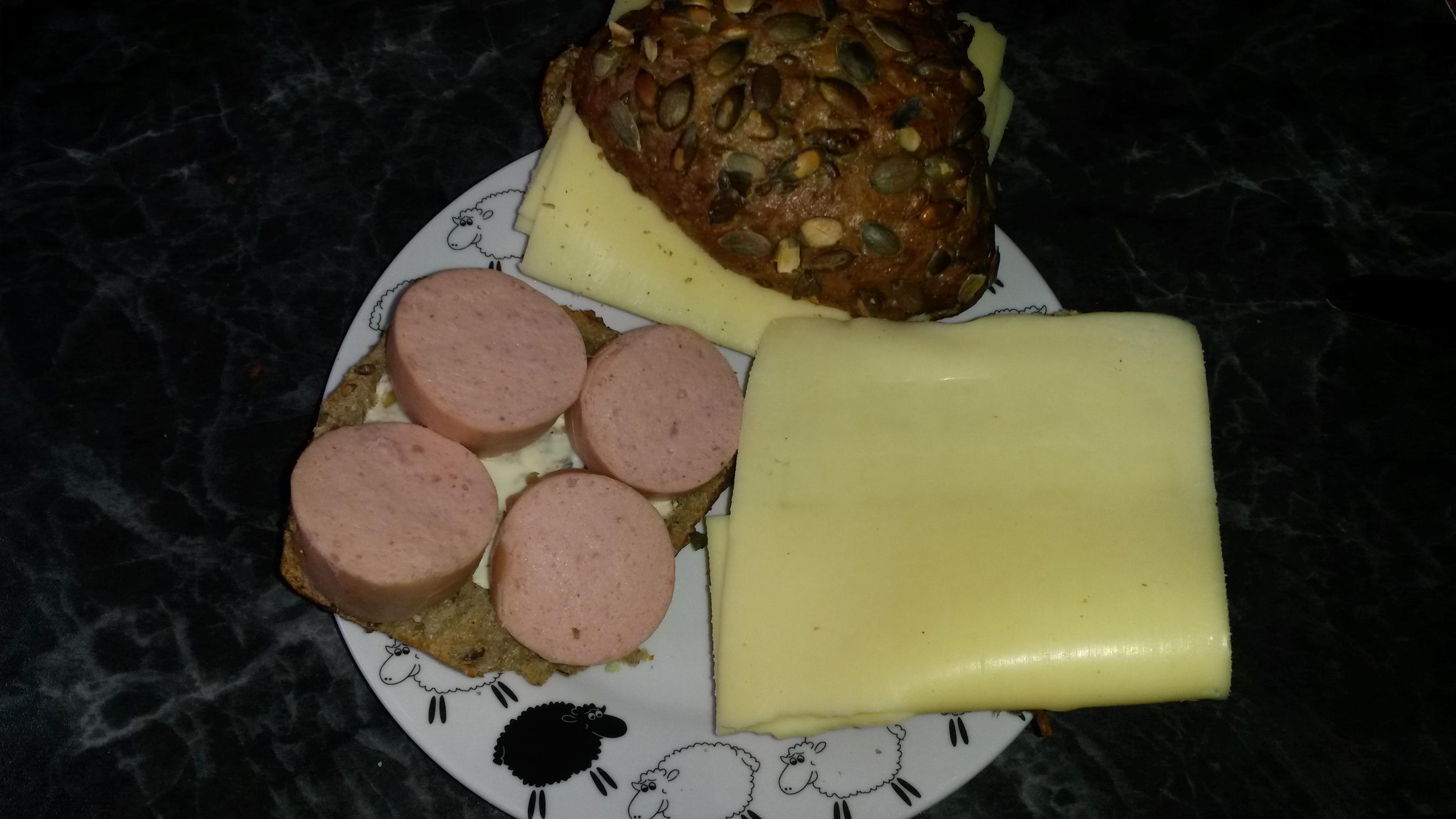 http://foodloader.net/sk0r_2014-04-12_Kaesebroetchen_und_Fleischwurstbroetchen.jpg