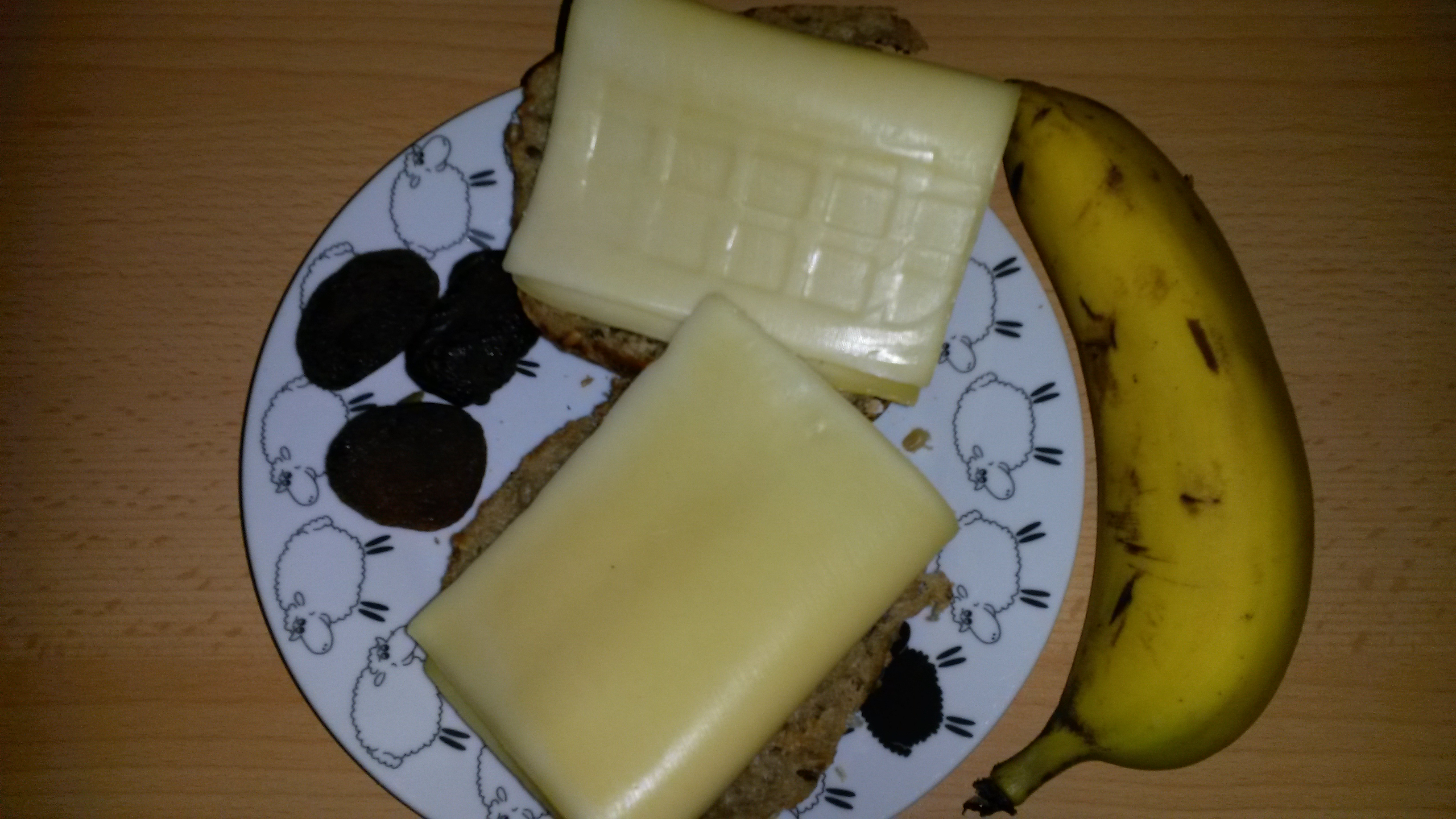 http://foodloader.net/sk0r_2014-04-19_Kaesebroetchen_Banane_Trockenobst.jpg