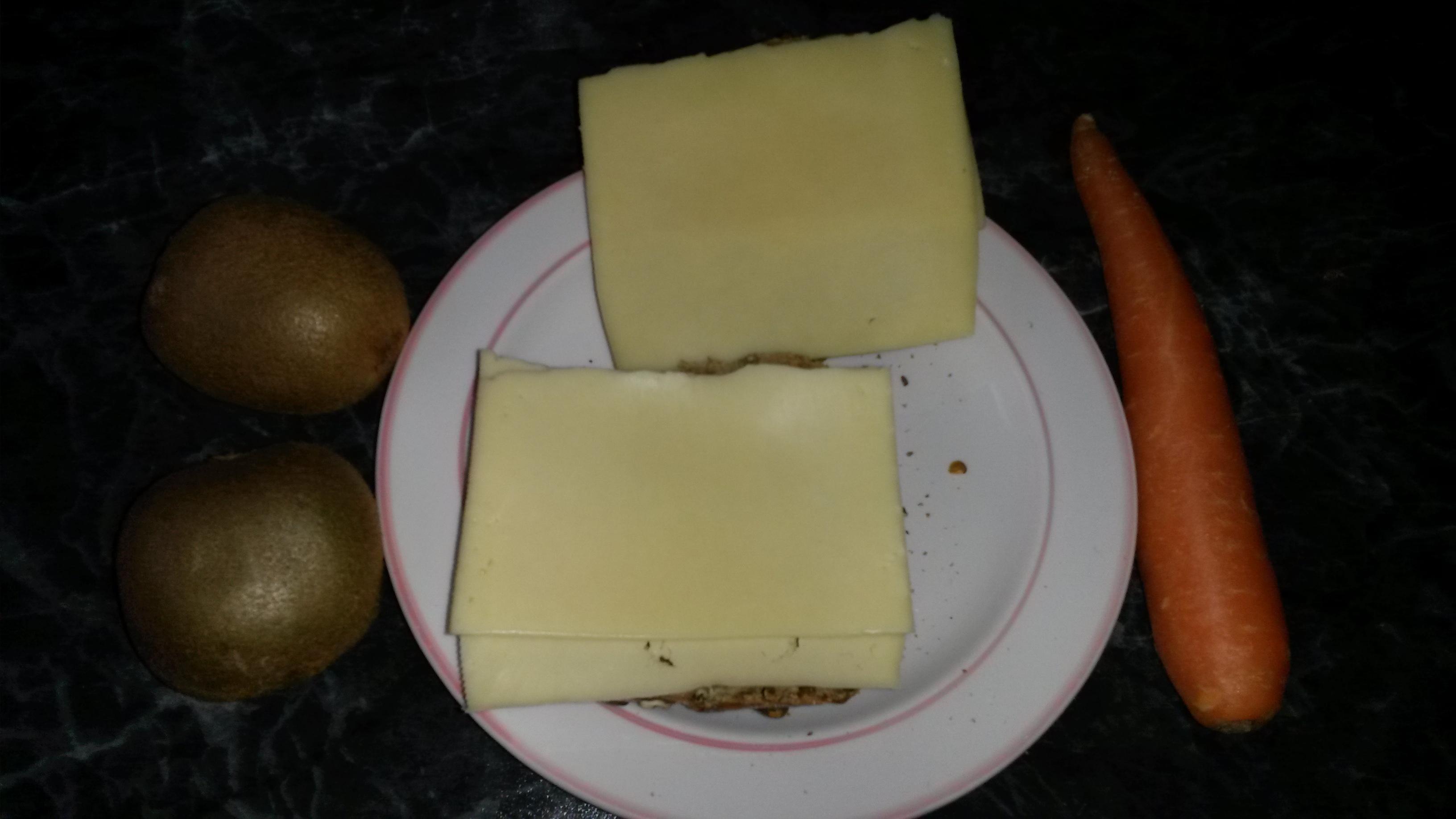 http://foodloader.net/sk0r_2014-05-16_Kaesebroetchen_Karotte_Kiwis.jpg