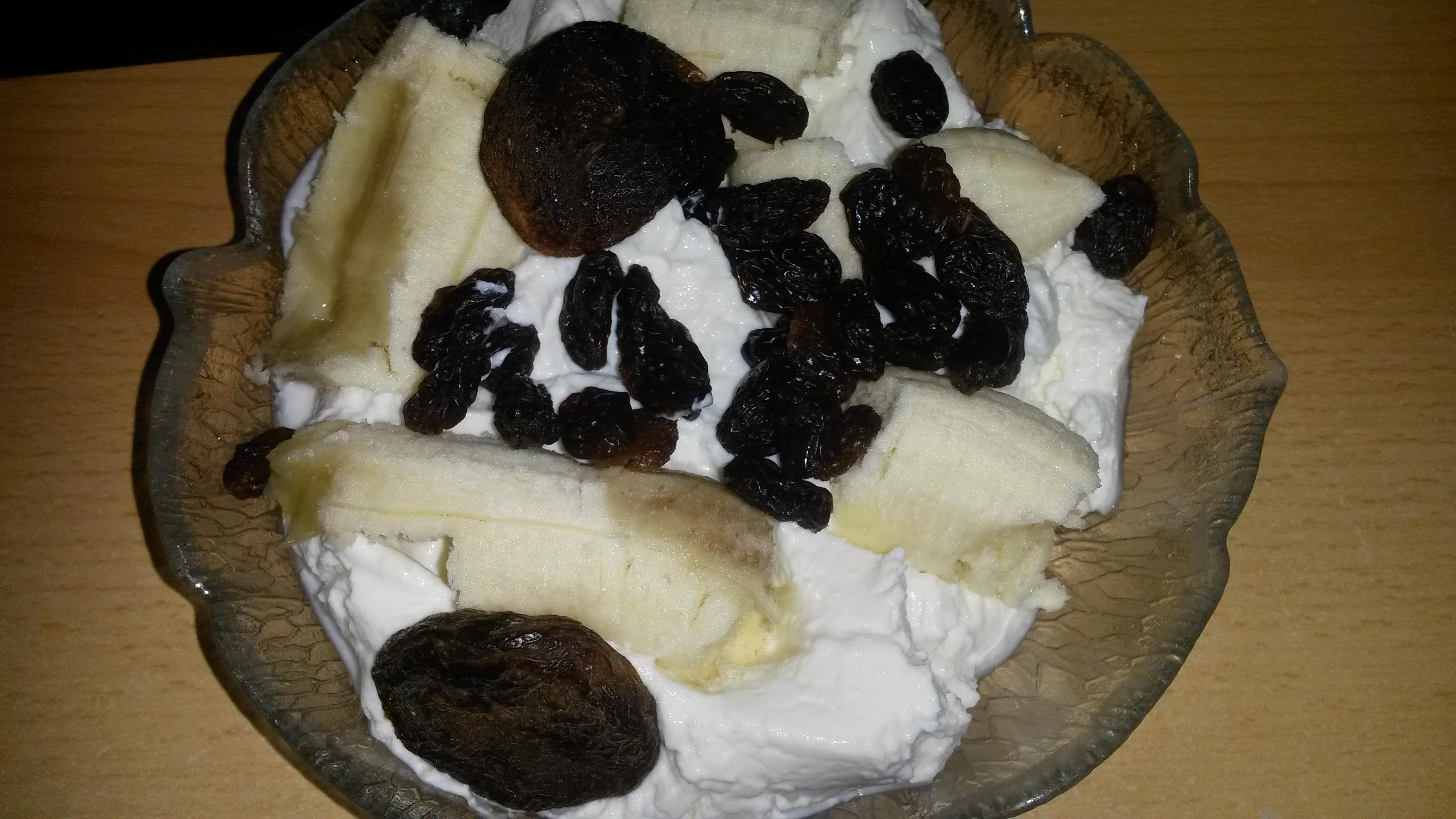 https://foodloader.net/sk0r_2014-08-04_Magerquark_Banane_Trockenobst.jpg