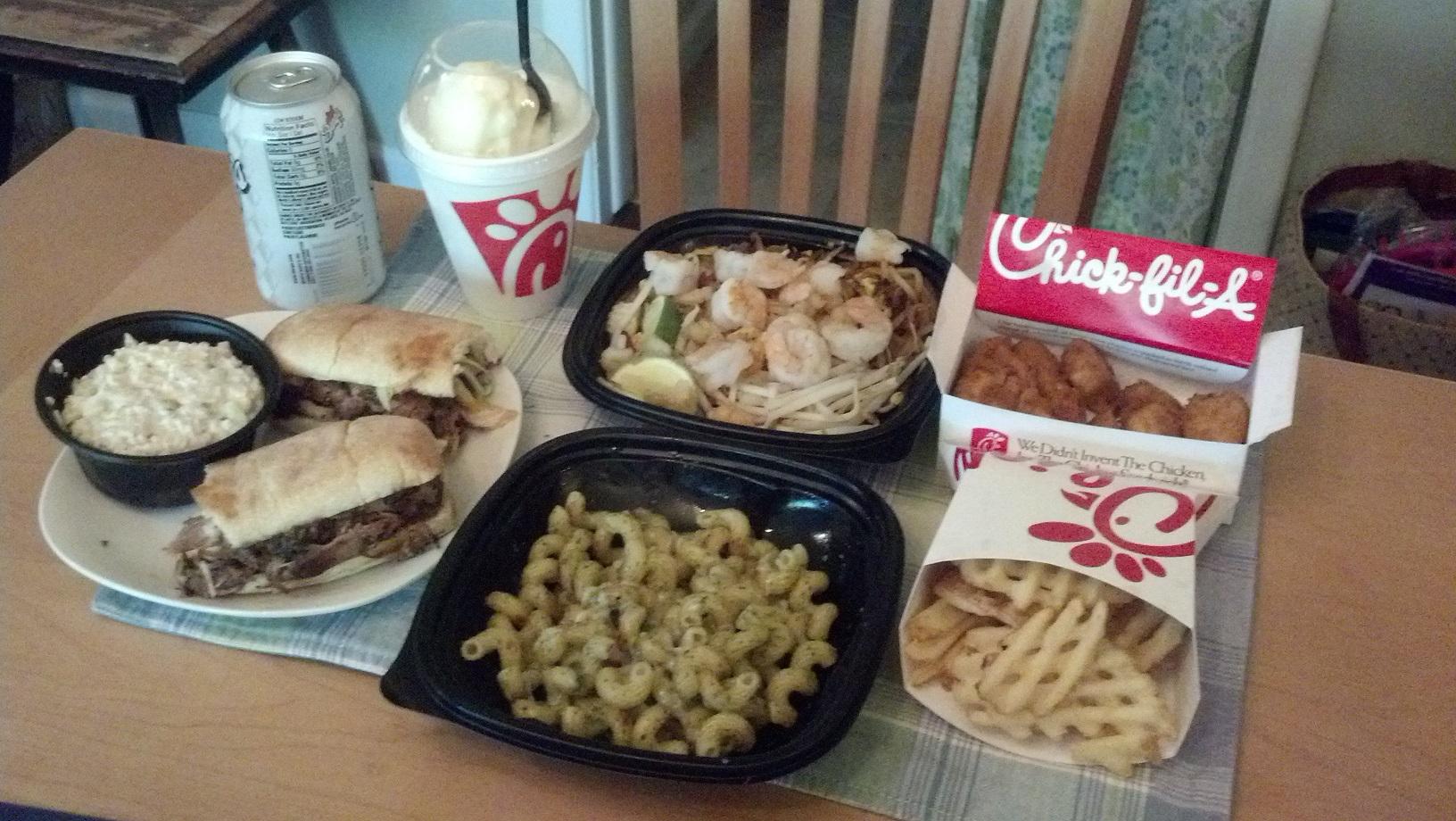 https://foodloader.net/sweetie_2013-09-07_icecream__pad_thai__nuggets__chicken_salad__bbq_pork_sandwich__pesto__fries.jpg