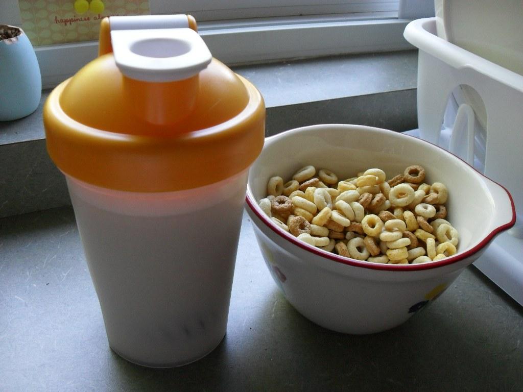 https://foodloader.net/sweetie_2013-09-08_soy_protein_shake__multigrain_cheerios.jpg