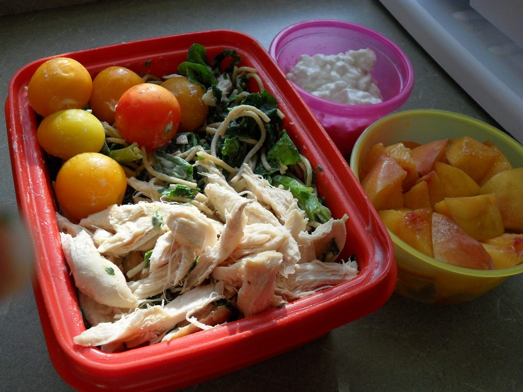 https://foodloader.net/sweetie_2013-09-09_tomatoes__spinach__spaghetti_alfredo__chicken__cottage_cheese__peach.jpg
