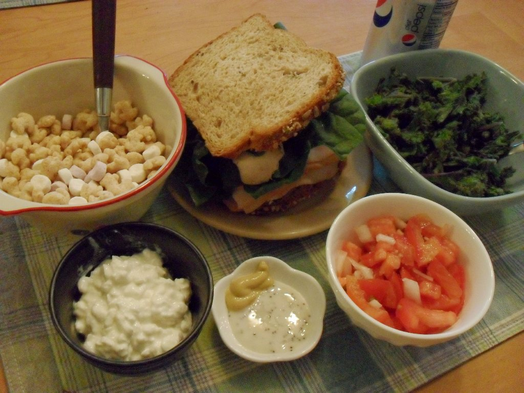 https://foodloader.net/sweetie_2013-09-10_cereal__chicken_spinach_mushroom_sandwich__kale__cottage_cheese__salsa.jpg