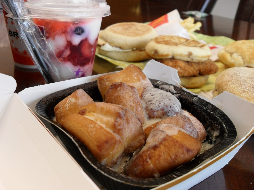 https://foodloader.net/sweetie_2013-09-11_mcdonald_s_fruit_n_yogurt_parfait__cinnamon_melts.jpg