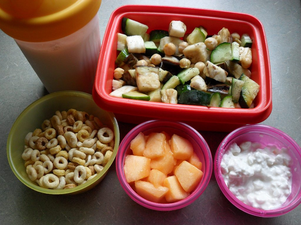 http://foodloader.net/sweetie_2013-09-12_shake__chickpeas__eggplant__cucumber__cheerios__cantaloupe__cottage_cheese.jpg
