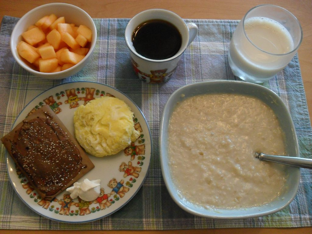 https://foodloader.net/sweetie_2013-09-13_cantaloupe__coffee__soy_milk__poptart__eggs__cream_cheese__oatmeal.jpg