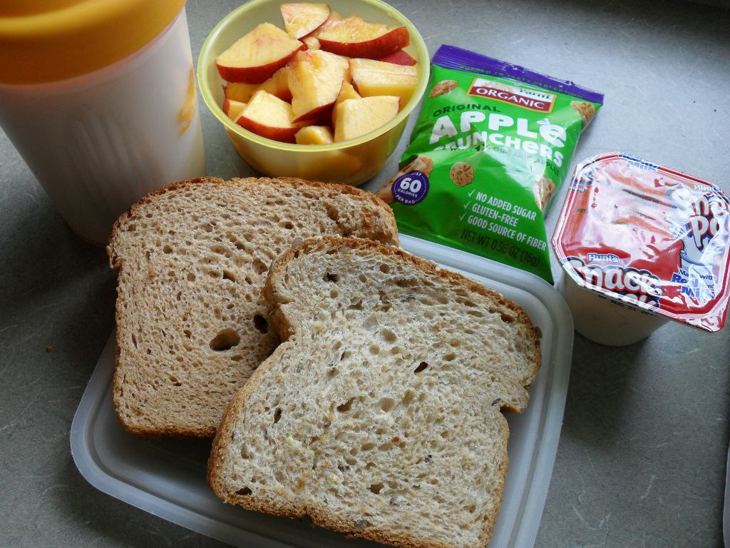 https://foodloader.net/sweetie_2013-09-13_protein_shake__nectarine__apple_chips__tapioca__peanut_butter_sandwiches.jpg