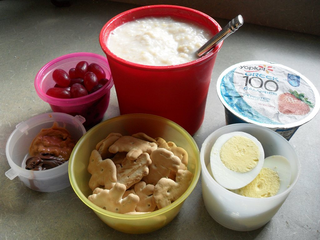 https://foodloader.net/sweetie_2013-09-16_grapes__oatmeal__greek_yogurt__peanutbutter__nutella__animal_crackers__eggs.jpg