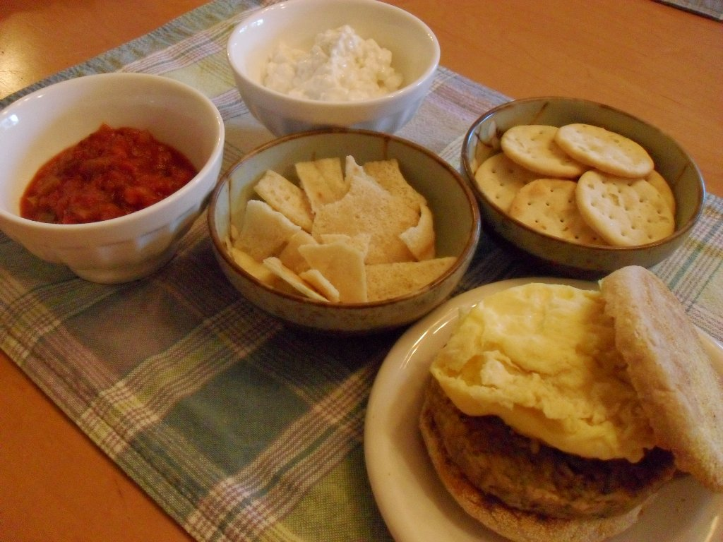 https://foodloader.net/sweetie_2013-09-20_salsa__cottage_cheese__pita_chips__crackers__eggs__veggie_burger.jpg